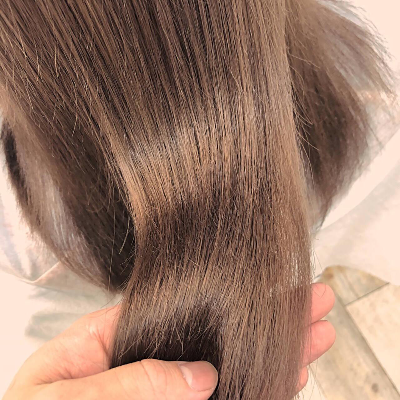 カジュアル ミルクティーベージュ フェミニン 髪質改善トリートメントヘアスタイルや髪型の写真・画像