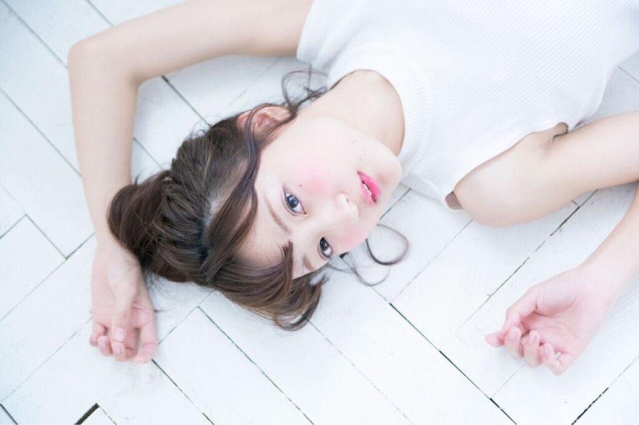 ヘアアレンジ アッシュ ミディアム フェミニンヘアスタイルや髪型の写真・画像