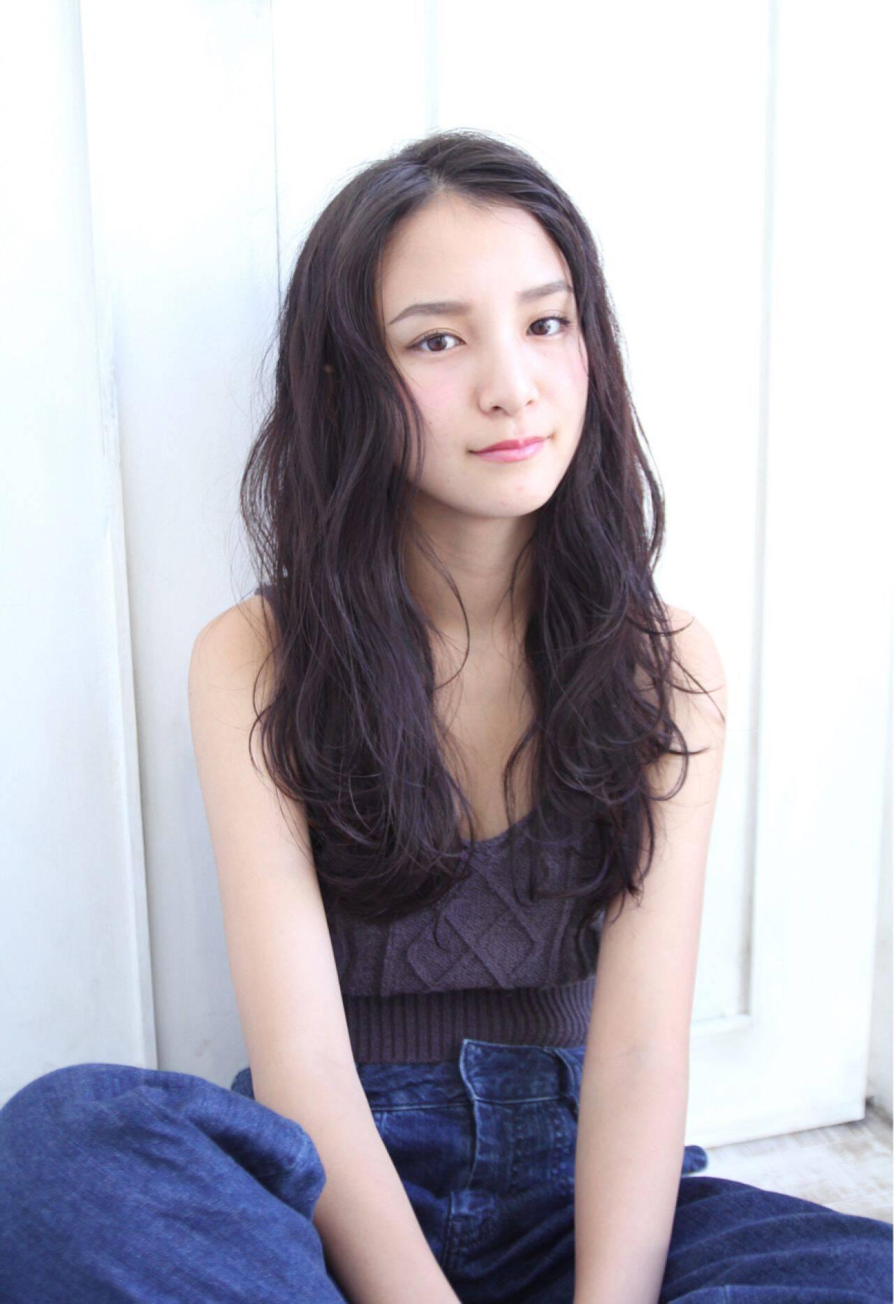 外国人風 ロング パーマ 黒髪ヘアスタイルや髪型の写真・画像