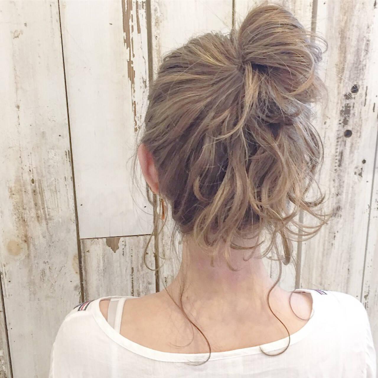 ミディアム ミルクティー ハイライト 外国人風ヘアスタイルや髪型の写真・画像
