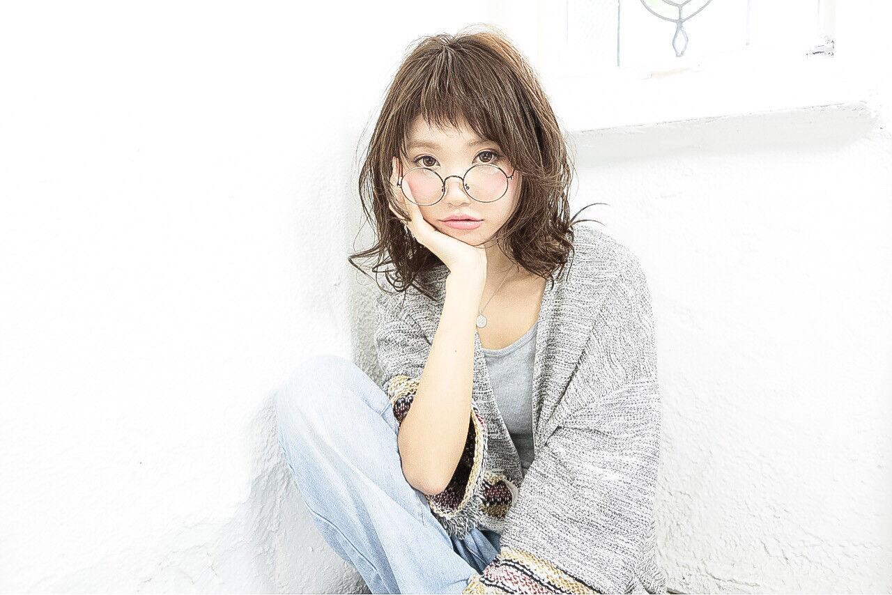 外国人風 パーマ ミディアム 前髪ありヘアスタイルや髪型の写真・画像