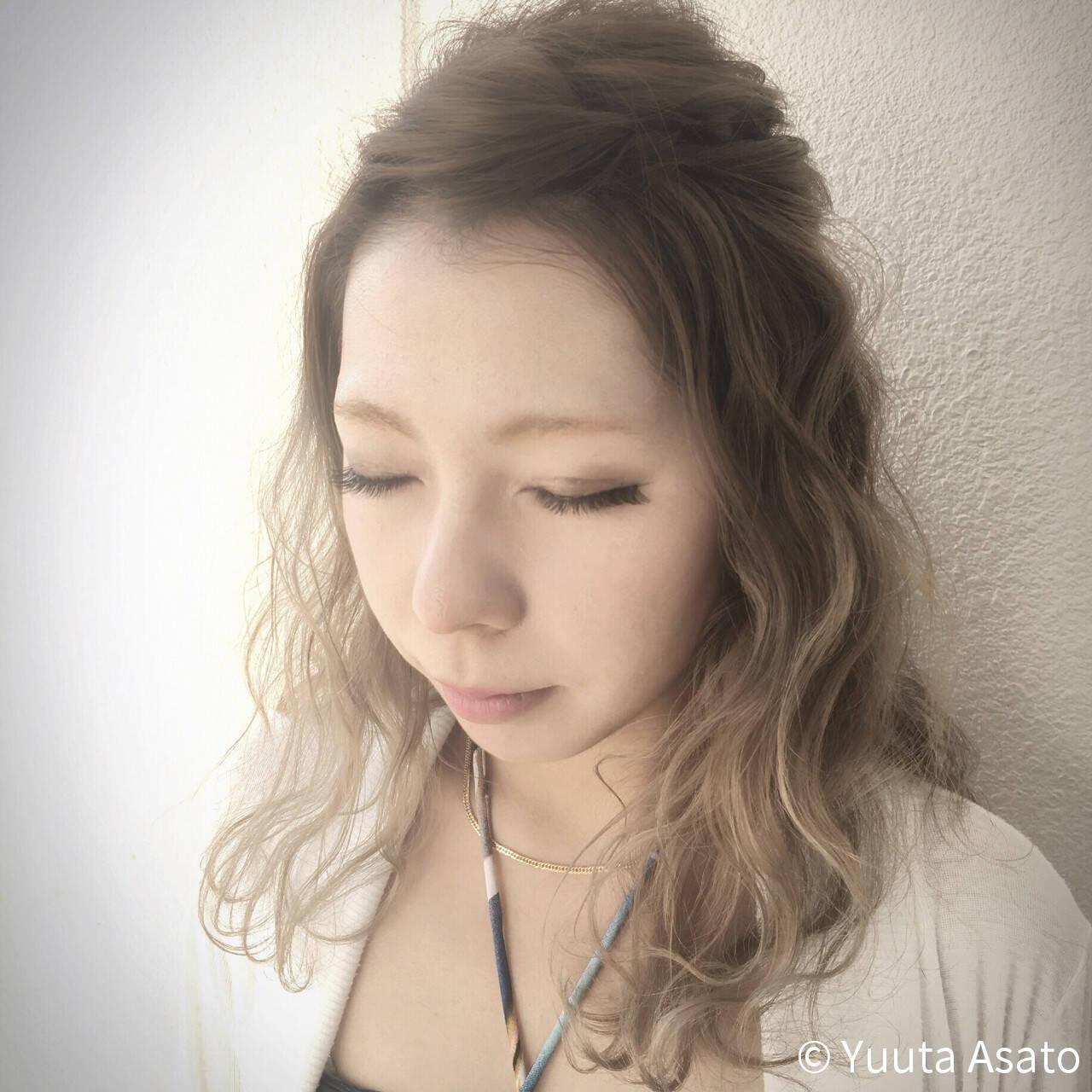 ショート 外国人風 くるりんぱ ハーフアップヘアスタイルや髪型の写真・画像
