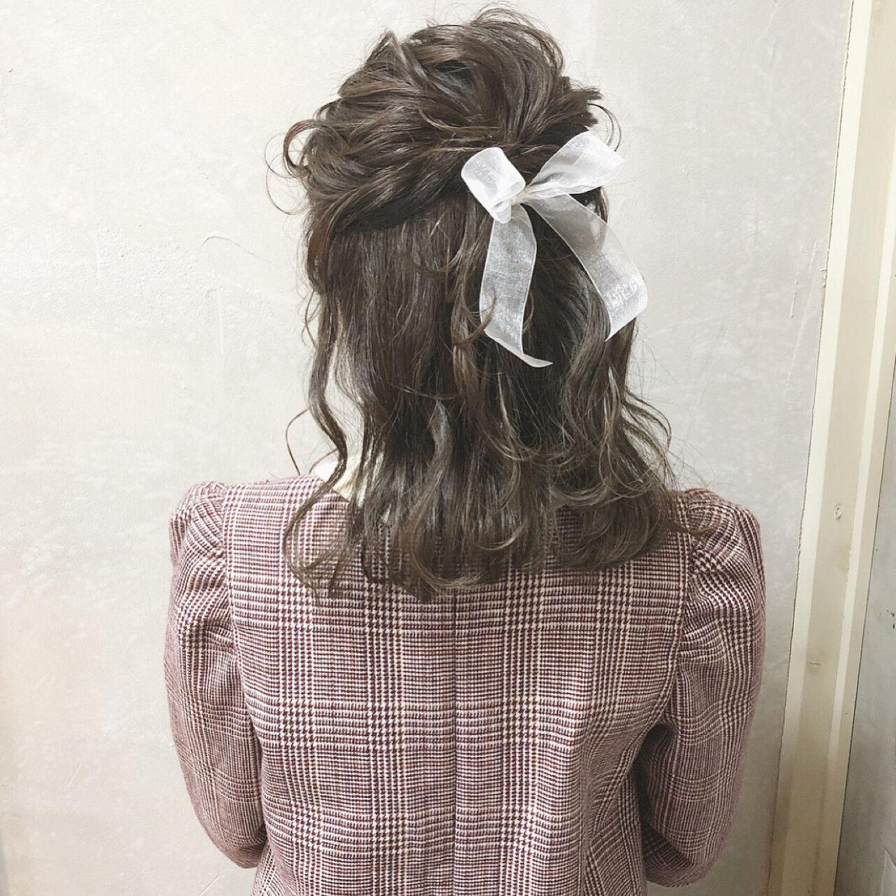 ガーリー ヘアアレンジ ミディアム ハーフアップヘアスタイルや髪型の写真・画像