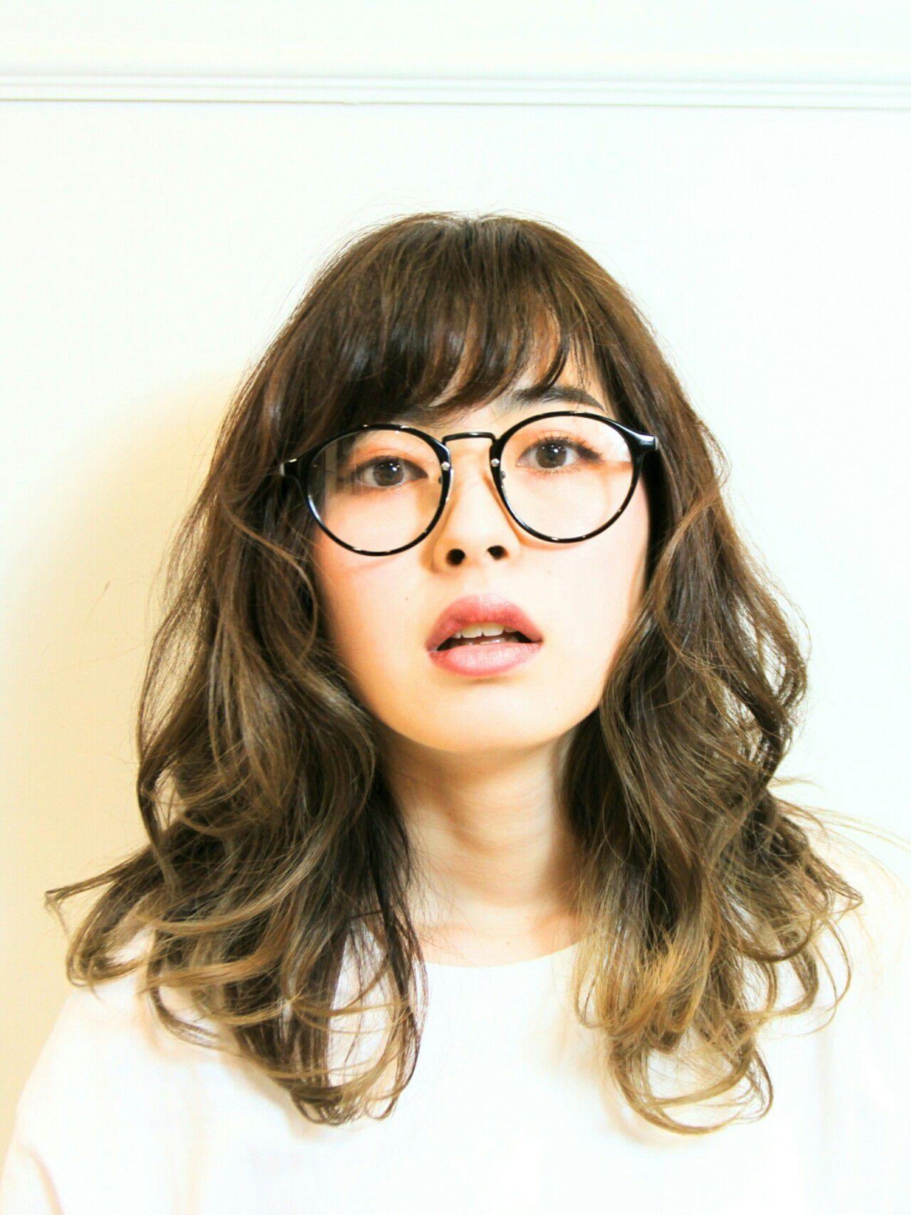 グラデーションカラー パーマ ゆるふわ ミディアムヘアスタイルや髪型の写真・画像