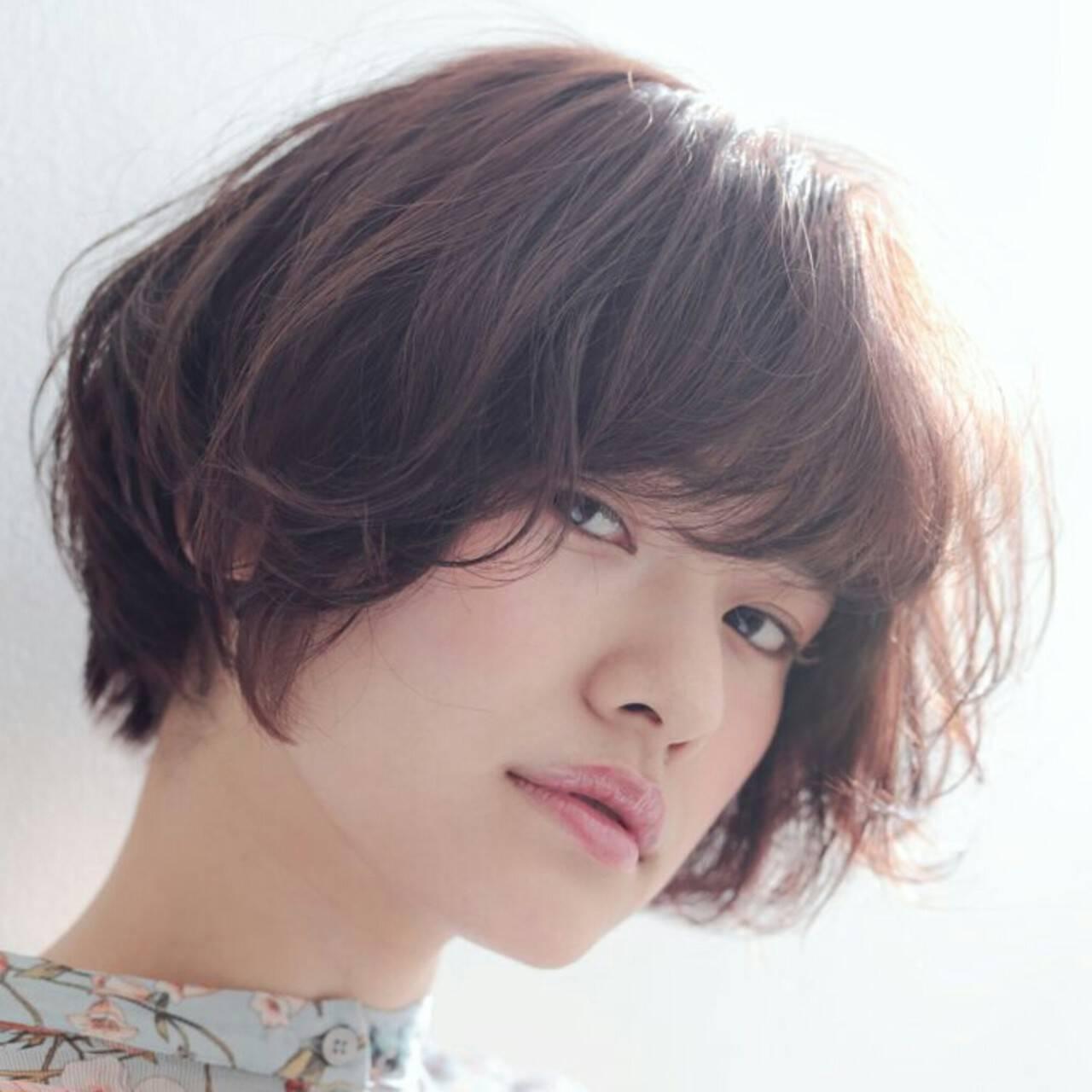 アッシュ 小顔 ニュアンス ナチュラルヘアスタイルや髪型の写真・画像