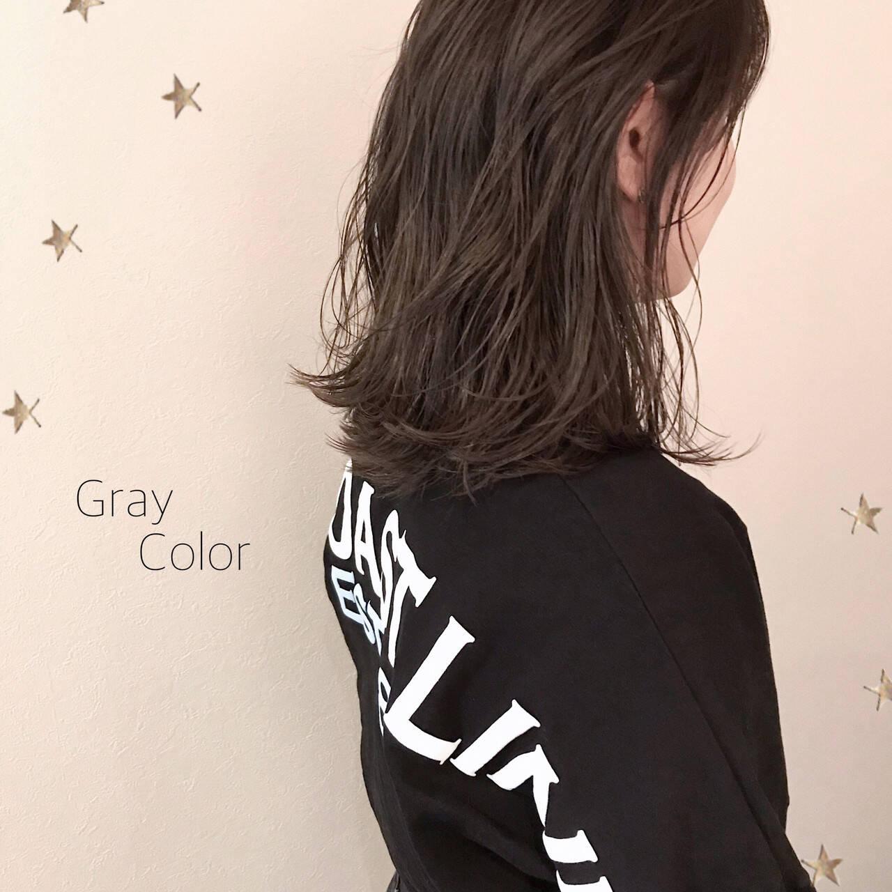 ミディアム ストリート グレージュ ゆるナチュラルヘアスタイルや髪型の写真・画像
