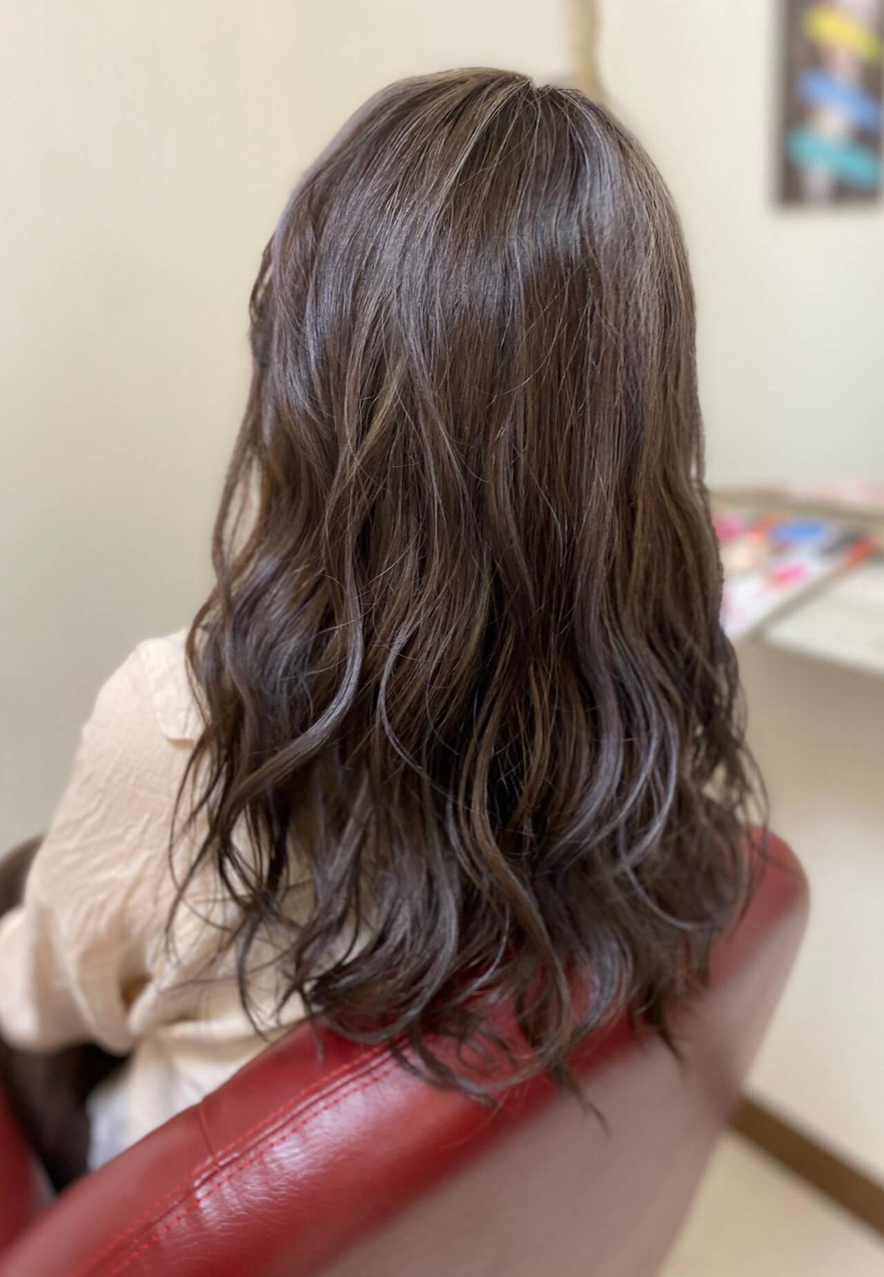 ナチュラル セミロングヘアスタイルや髪型の写真・画像