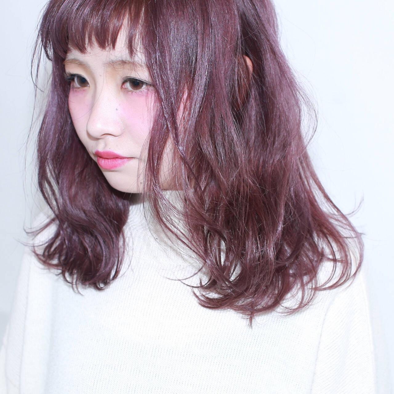 ミディアム 暗髪 ダブルカラー ストリートヘアスタイルや髪型の写真・画像