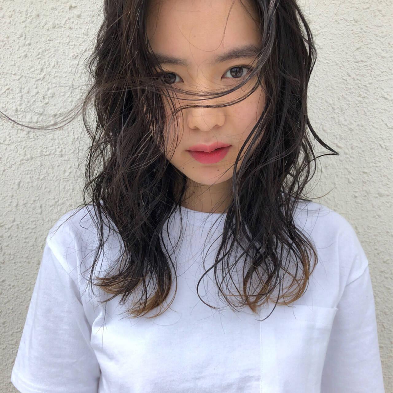 ミディアム グラデーションカラー ウェーブ スポーツヘアスタイルや髪型の写真・画像
