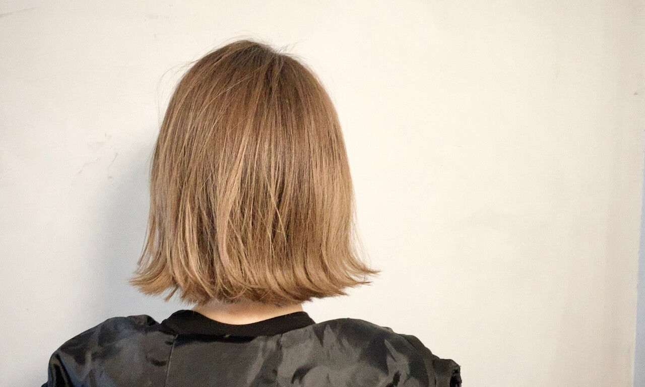 ミルクティーベージュ 外ハネボブ ミニボブ 切りっぱなしボブヘアスタイルや髪型の写真・画像