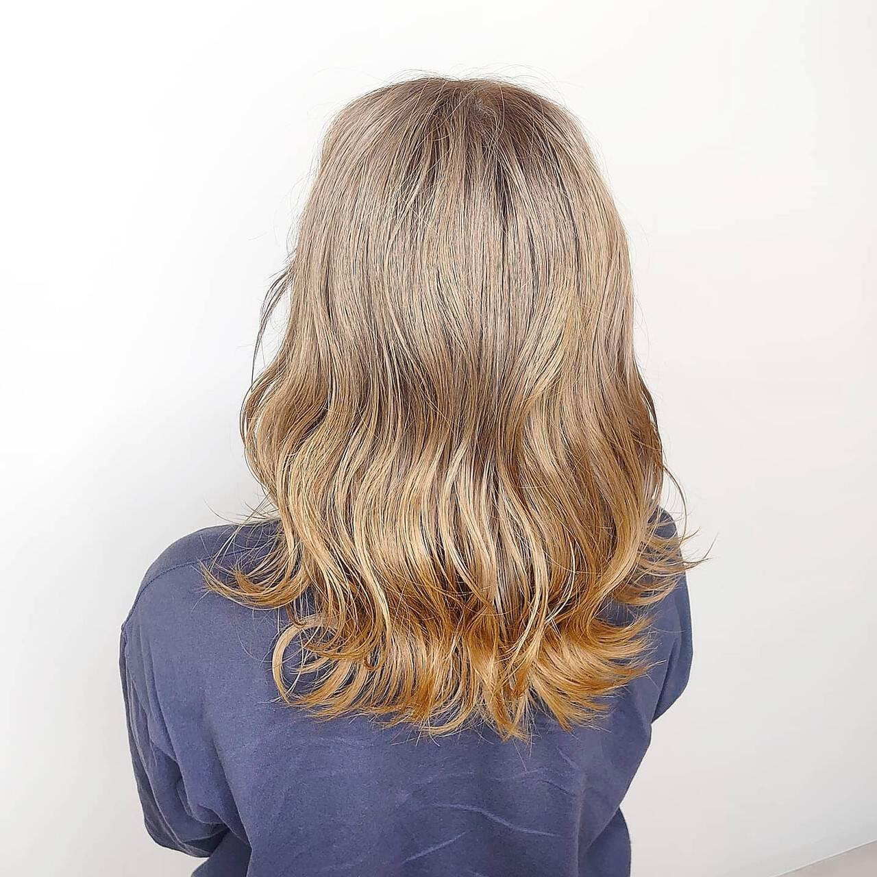 ミルクティーベージュ 透明感カラー ブリーチカラー グレージュヘアスタイルや髪型の写真・画像