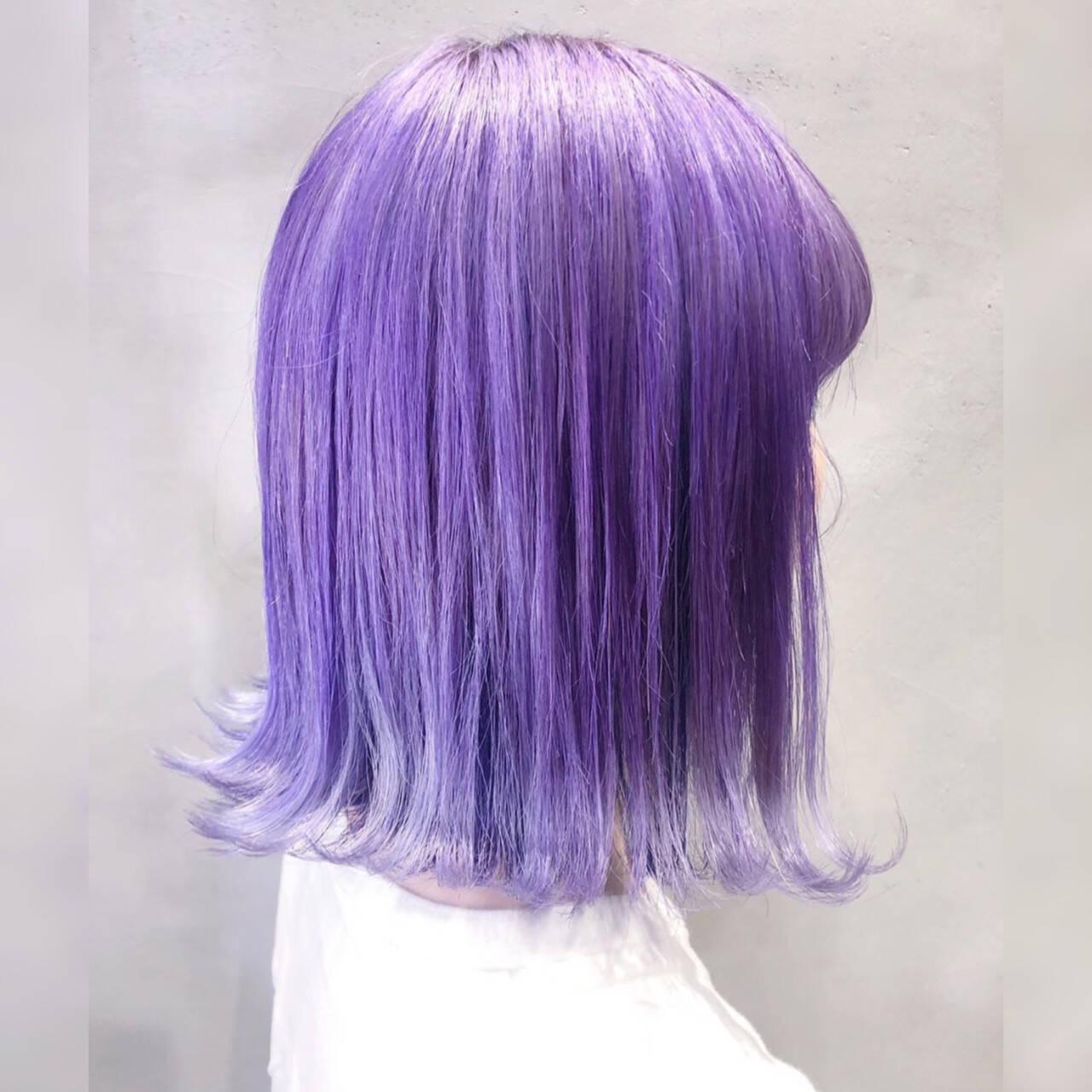 パープルアッシュ モード トワイライトパープル パープルカラーヘアスタイルや髪型の写真・画像
