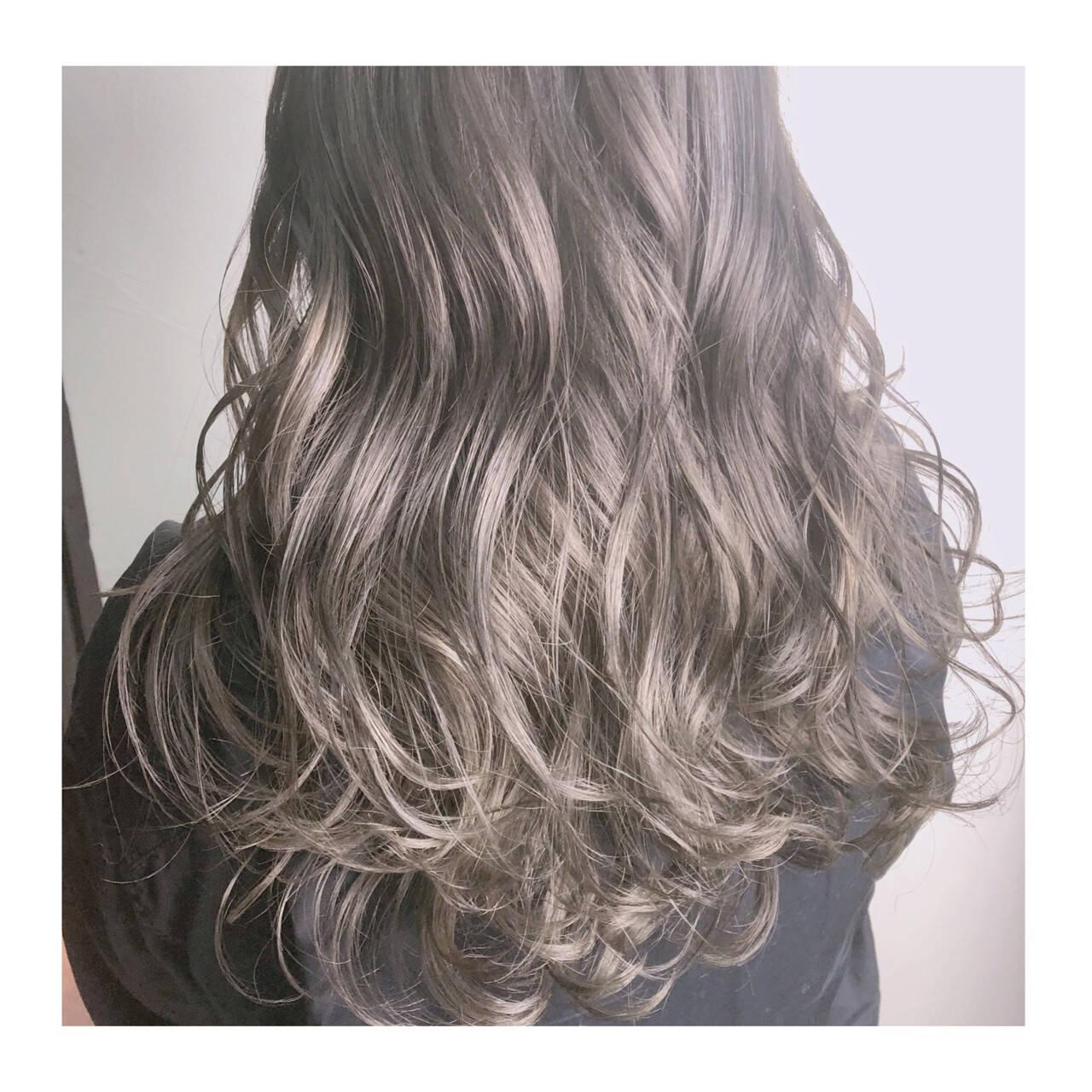 グレージュ アッシュグレージュ セミロング 外国人風カラーヘアスタイルや髪型の写真・画像