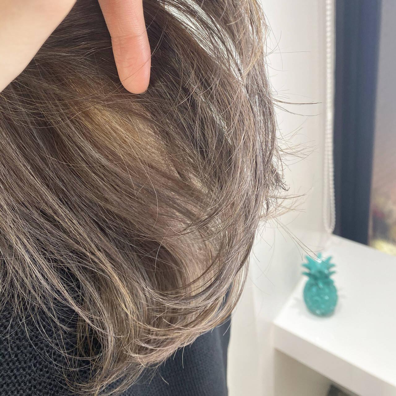 3Dハイライト ハイライト ブリーチカラー グレージュヘアスタイルや髪型の写真・画像
