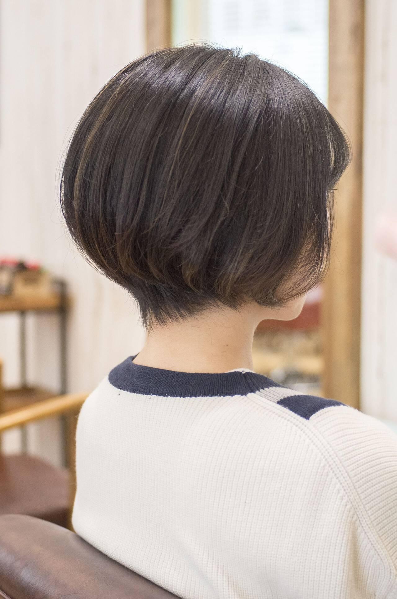 ショートヘア 前下がり 大人かわいい ナチュラルヘアスタイルや髪型の写真・画像