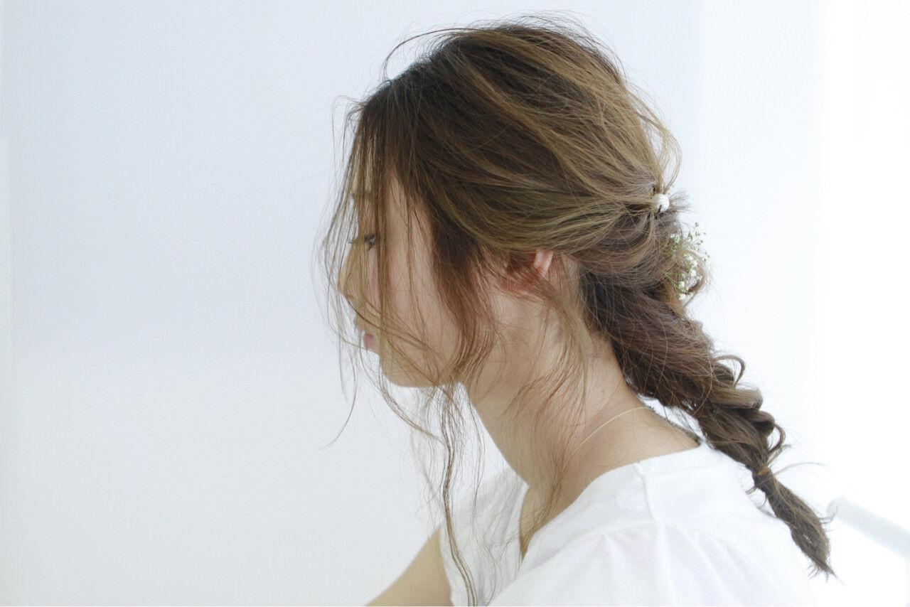 簡単ヘアアレンジ セミロング フェミニン ルーズヘアスタイルや髪型の写真・画像