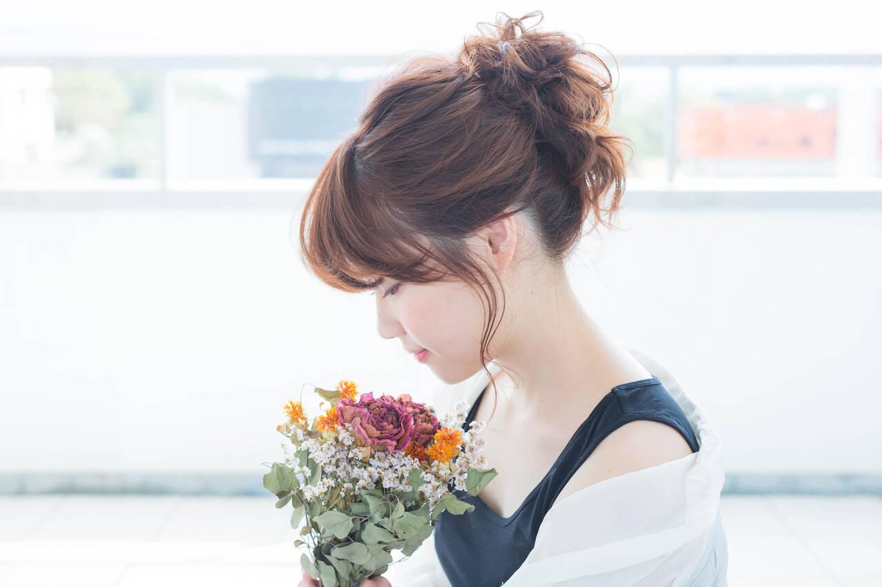 可愛い お団子アレンジ ナチュラル セミロングヘアスタイルや髪型の写真・画像