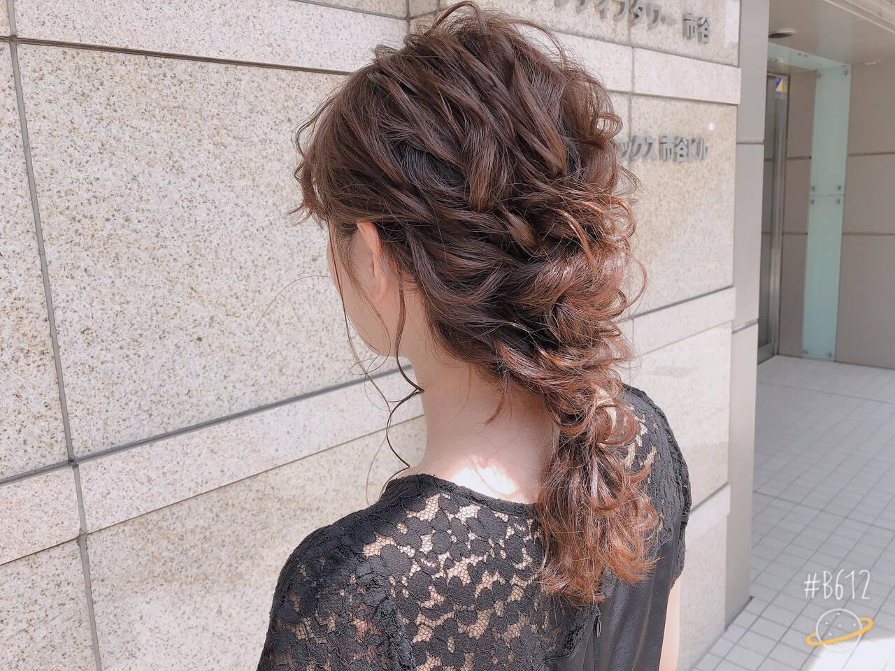 デート セミロング 結婚式 アウトドアヘアスタイルや髪型の写真・画像