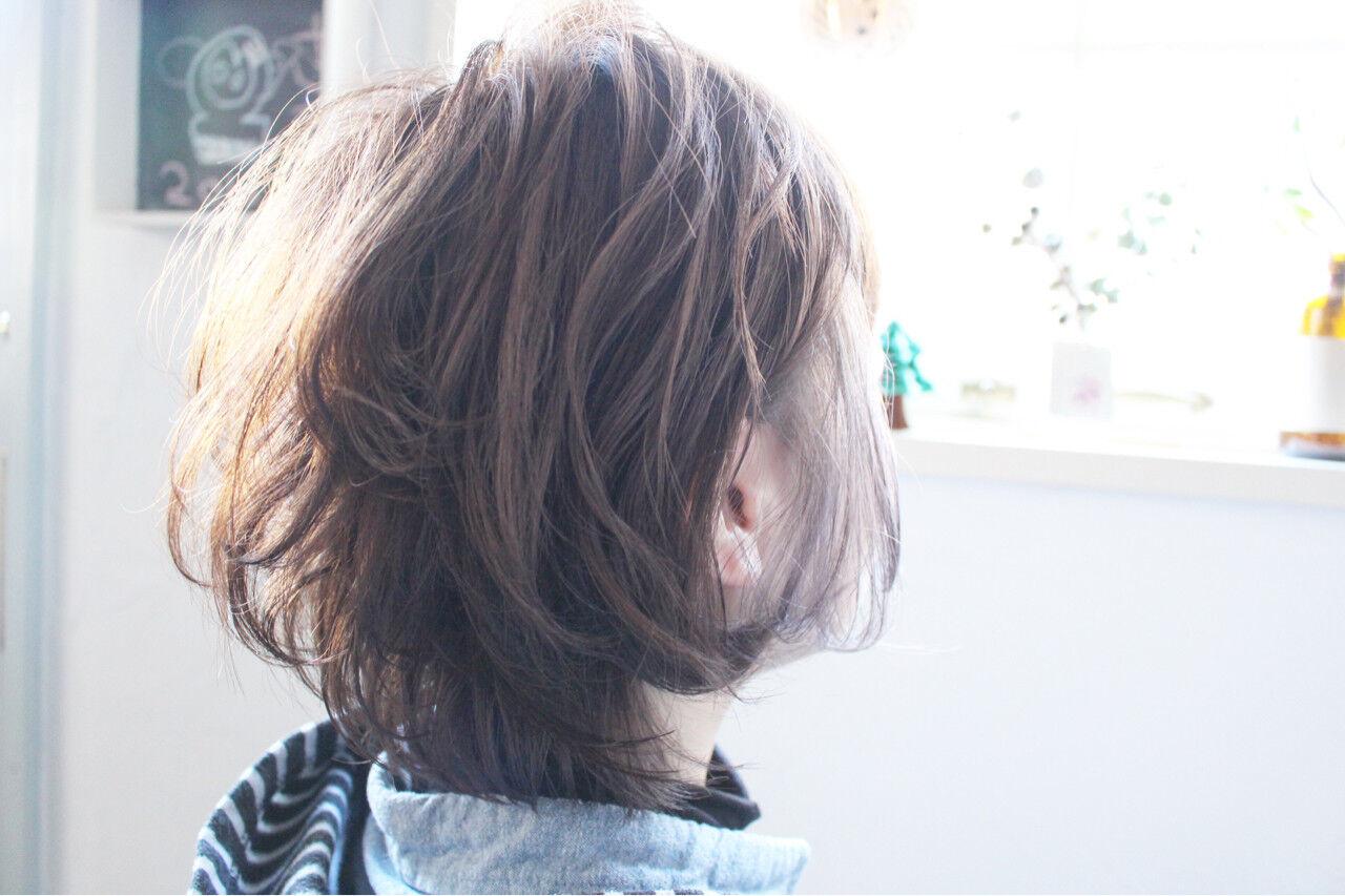 ミディアム ナチュラル ボブ アッシュグレージュヘアスタイルや髪型の写真・画像