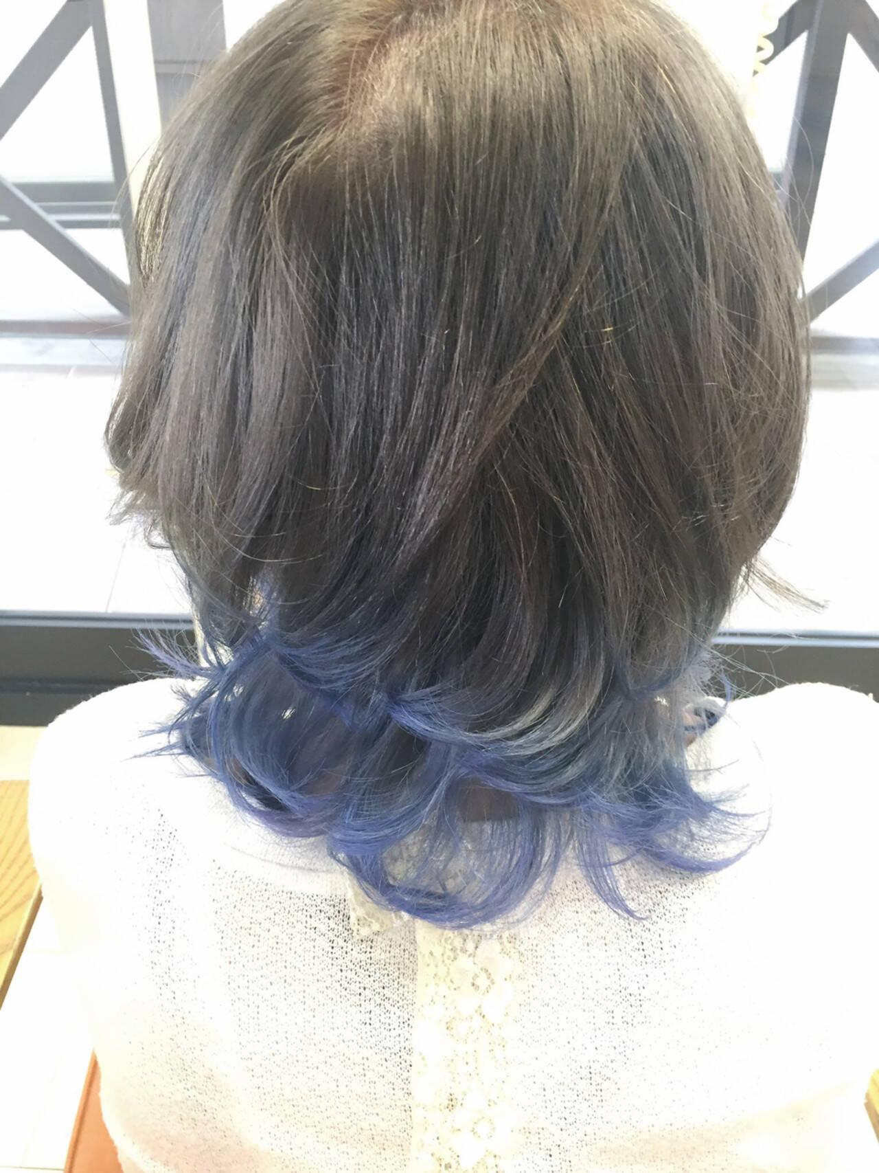 ブルーアッシュ イルミナカラー セミロング グラデーションカラーヘアスタイルや髪型の写真・画像