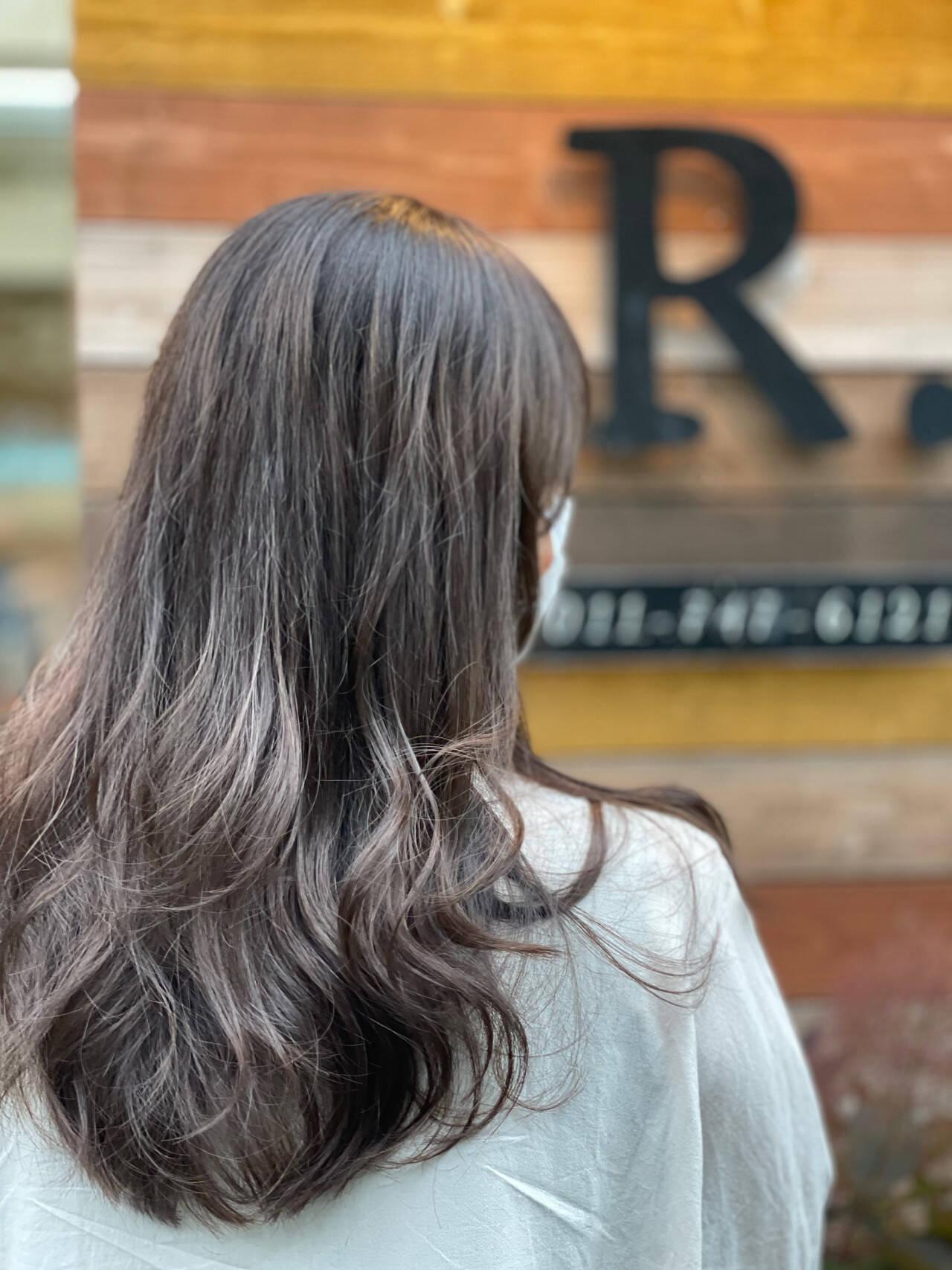 セミロング アッシュベージュ アッシュグレージュ ナチュラルヘアスタイルや髪型の写真・画像