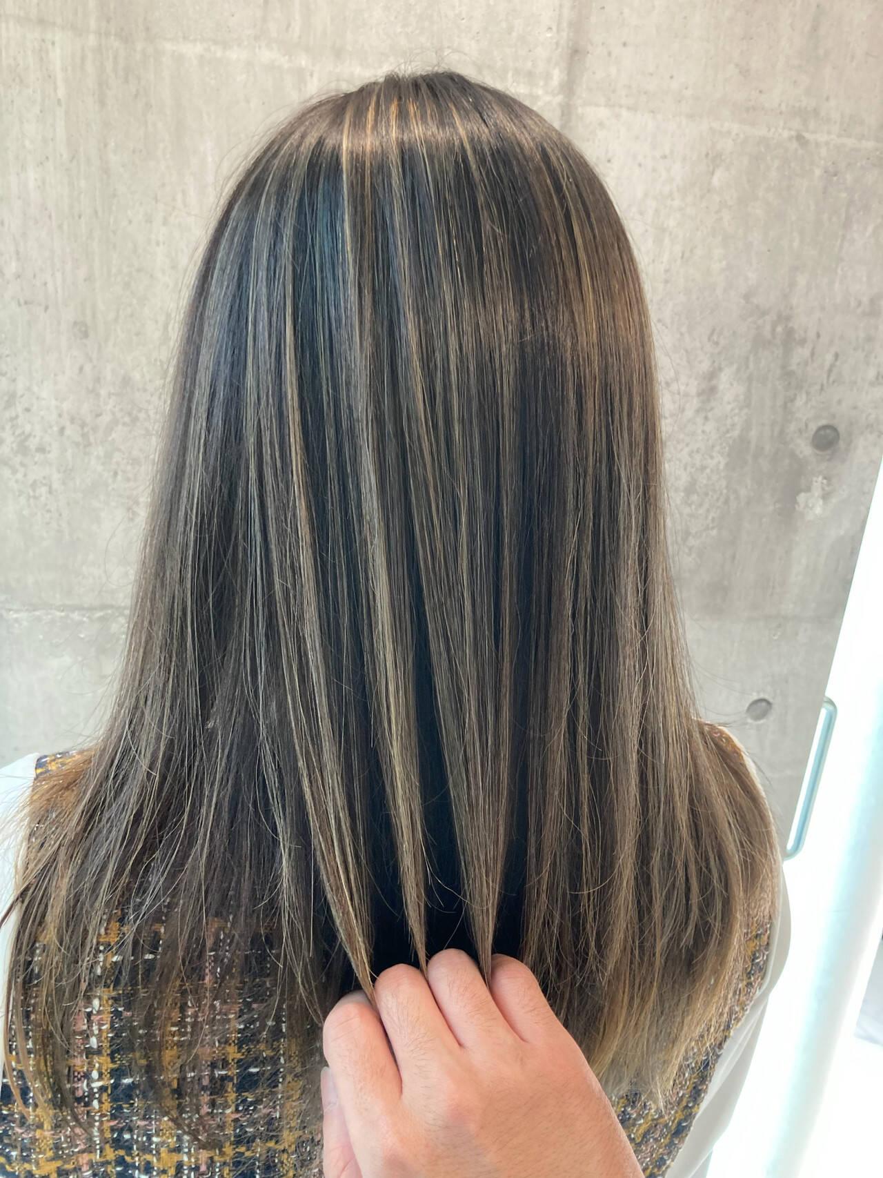 エクステ ロング グレージュ ミルクティーベージュヘアスタイルや髪型の写真・画像