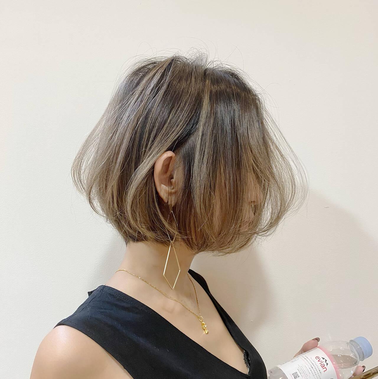 ミニボブ 切りっぱなしボブ ハイライト ボブヘアスタイルや髪型の写真・画像