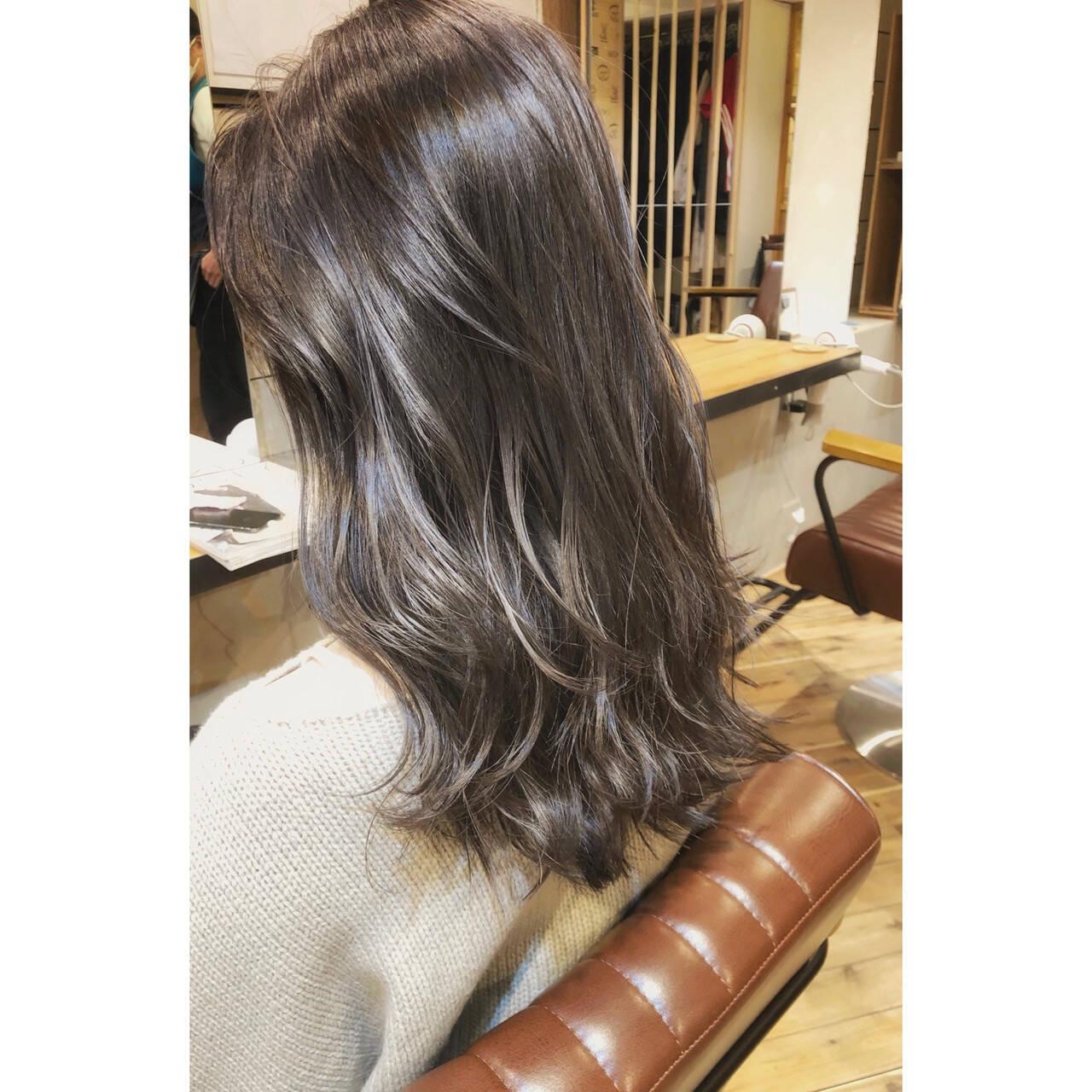 セミロング ナチュラル デジタルパーマ パーマヘアスタイルや髪型の写真・画像