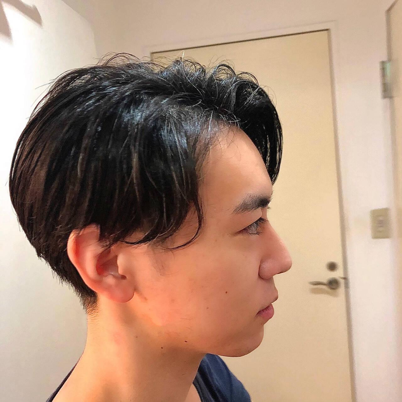 ツーブロック メンズカット かき上げ前髪 センターパートヘアスタイルや髪型の写真・画像