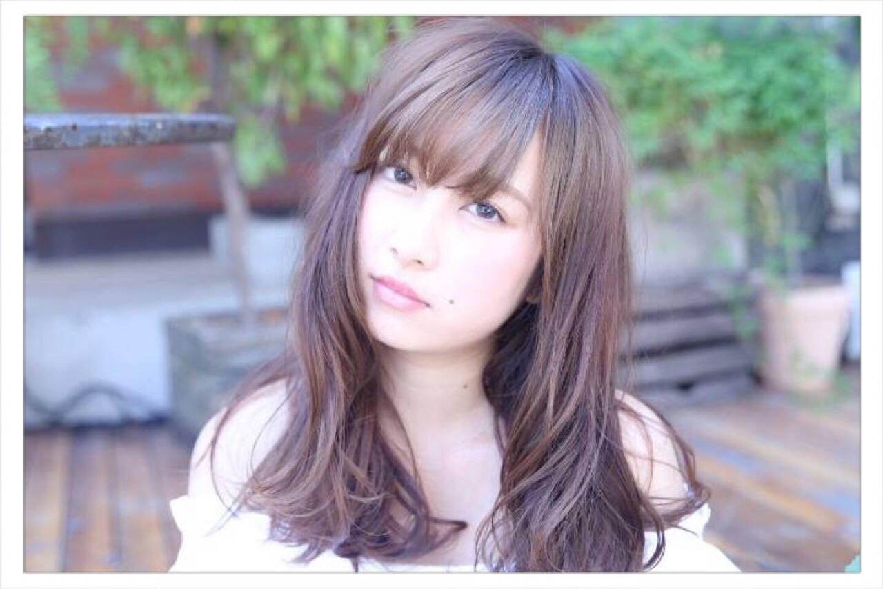 前髪あり シナモンベージュ ゆるふわ ロングヘアスタイルや髪型の写真・画像