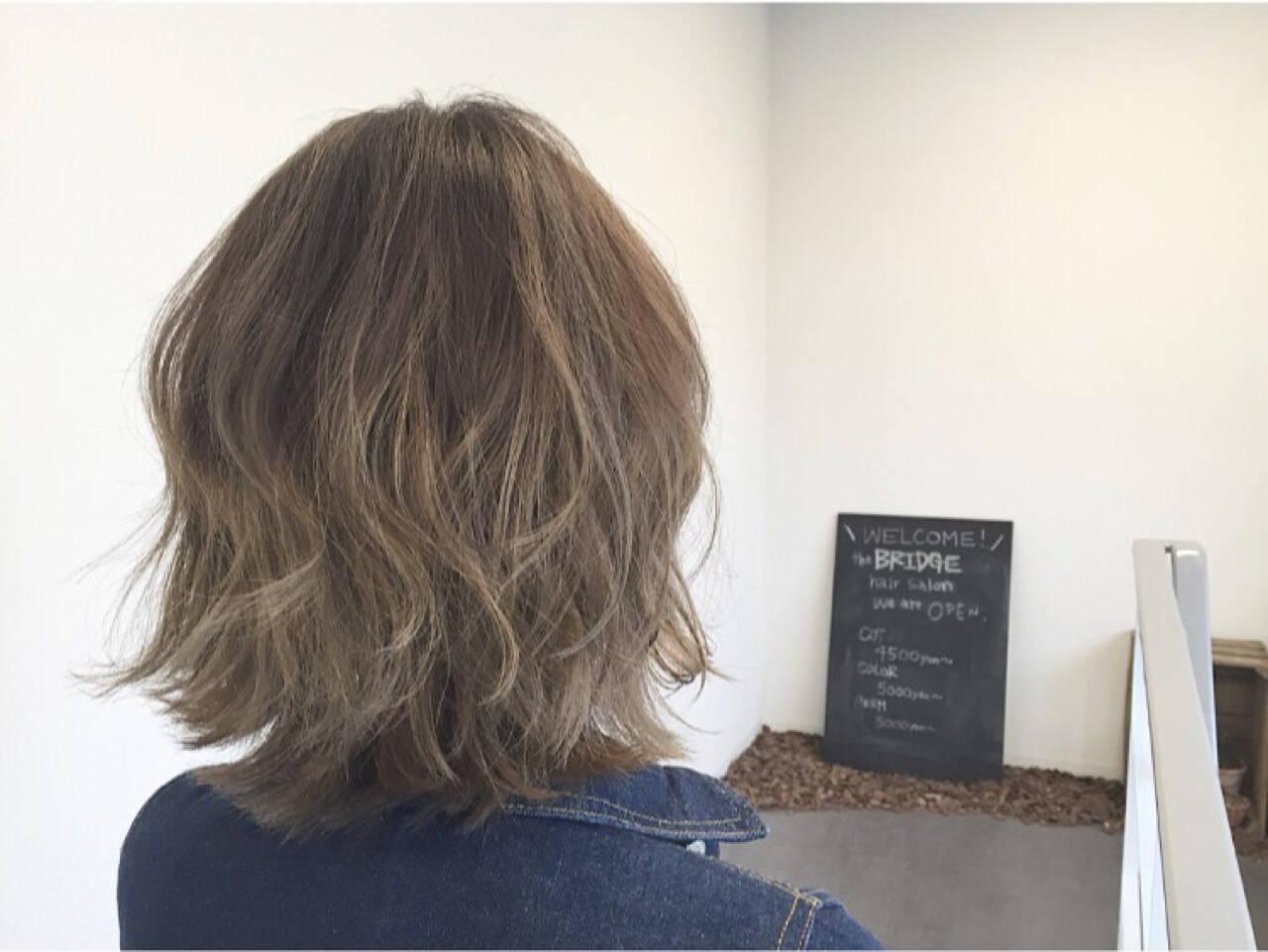 外ハネ ストリート ハイライト グラデーションカラーヘアスタイルや髪型の写真・画像