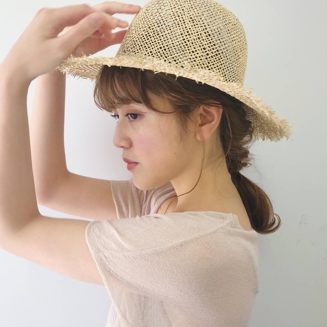 ベージュ 帽子アレンジ ヘアアレンジ ガーリーヘアスタイルや髪型の写真・画像
