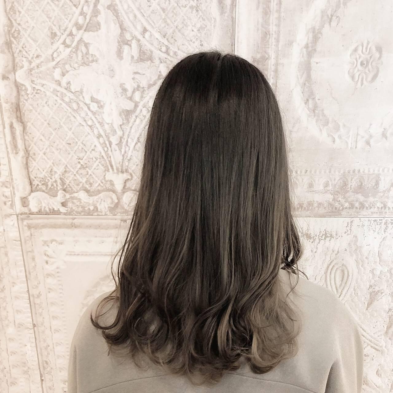 ナチュラル インナーカラー 外ハネ 大人女子ヘアスタイルや髪型の写真・画像
