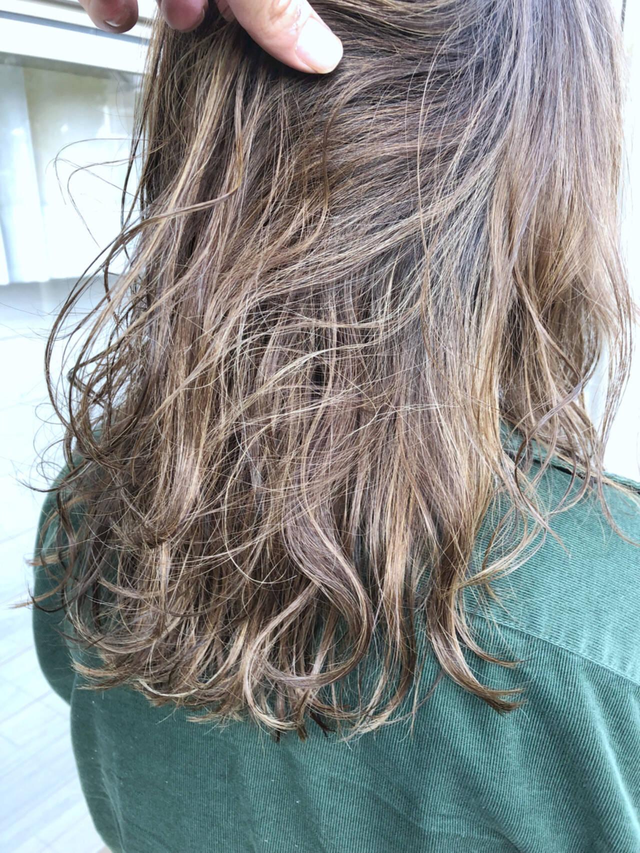 外国人風カラー ナチュラル グラデーションカラー ブリーチヘアスタイルや髪型の写真・画像