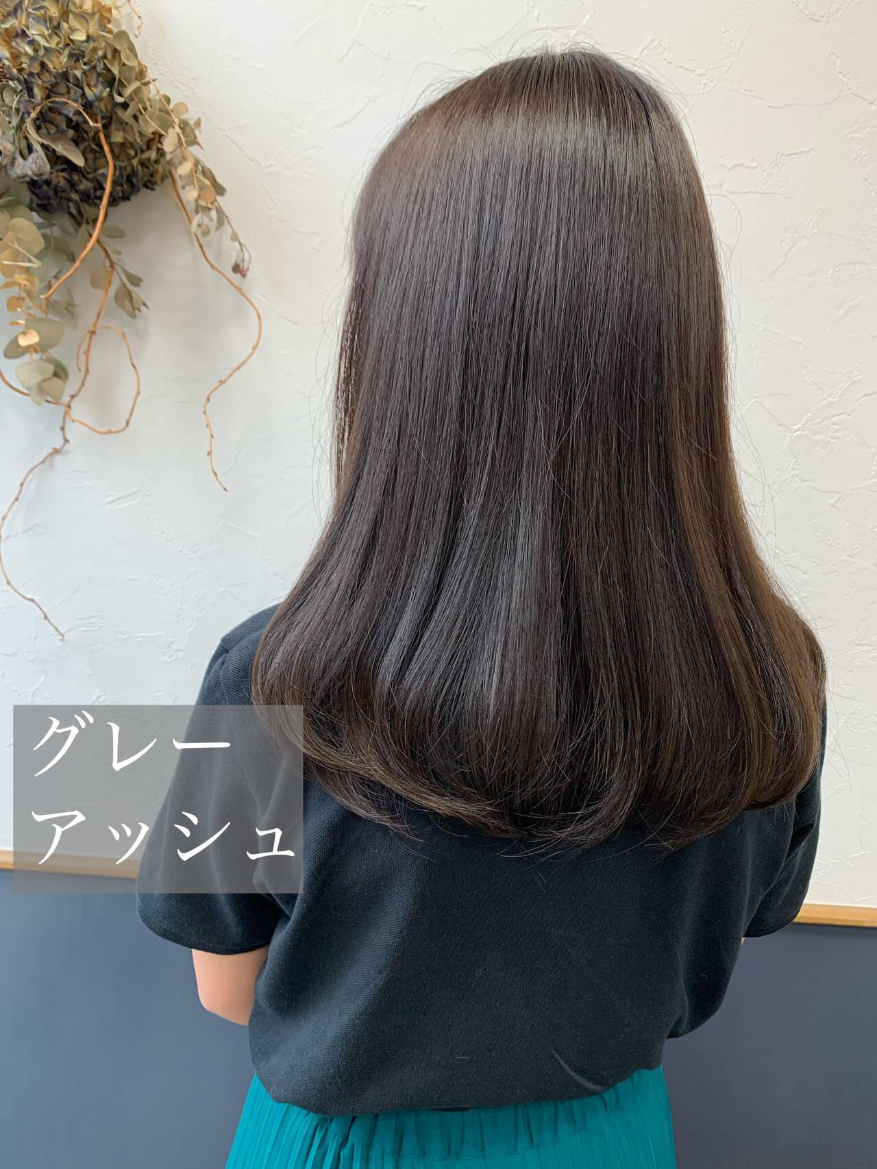 アッシュグレージュ ナチュラル ロング グレーアッシュヘアスタイルや髪型の写真・画像