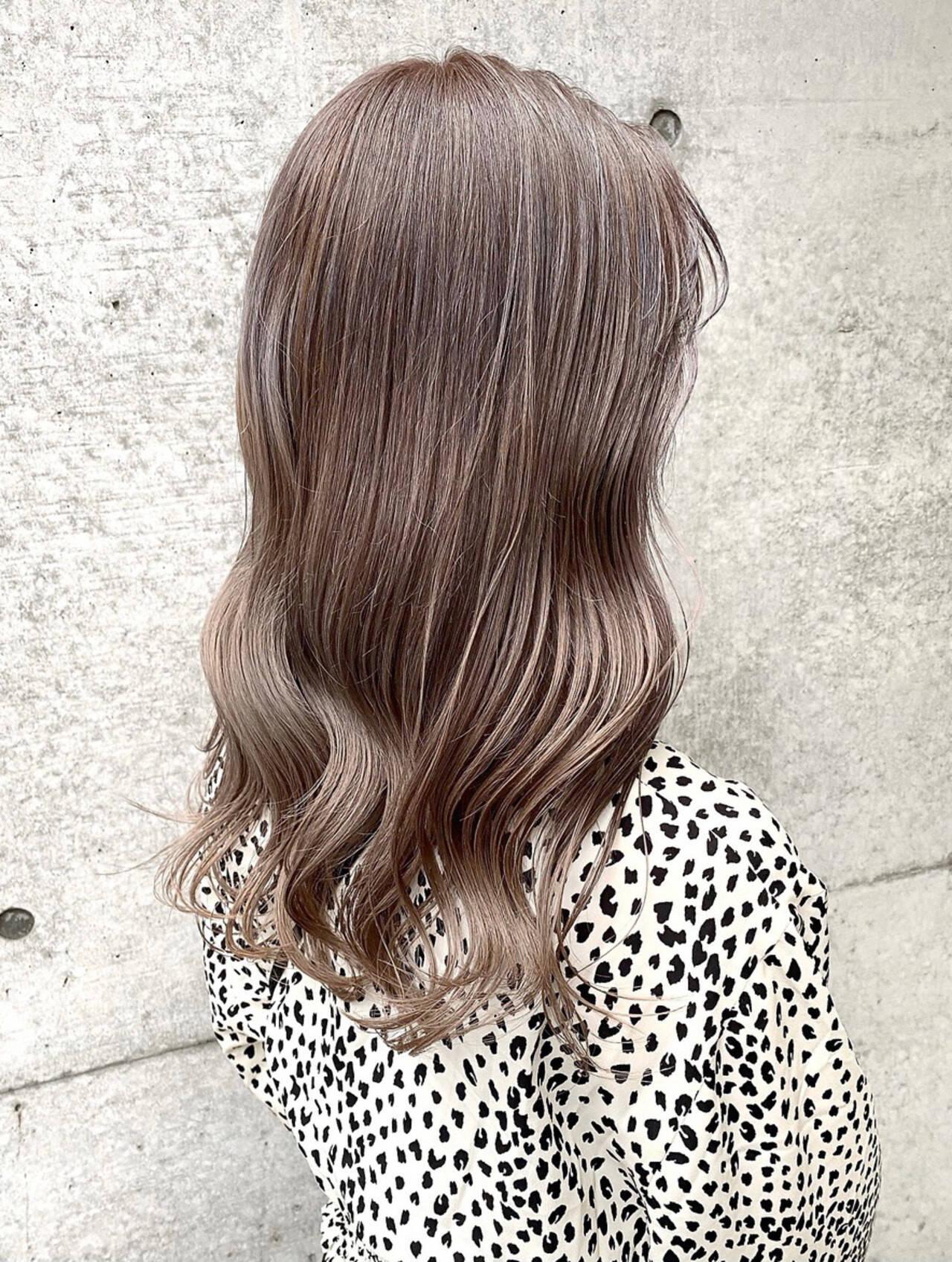 グレージュ 大人可愛い ベージュ シアーベージュヘアスタイルや髪型の写真・画像