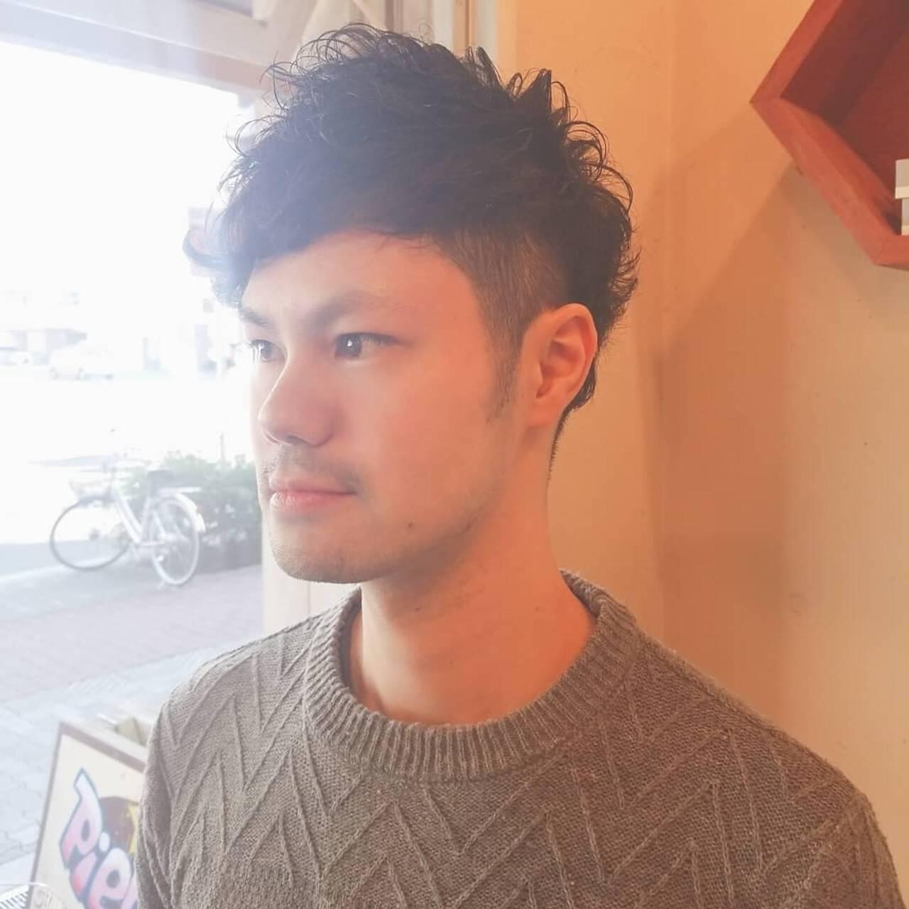 ウェットヘア メンズパーマ メンズカット ナチュラルヘアスタイルや髪型の写真・画像