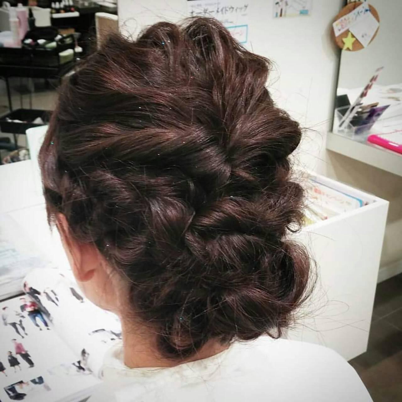 編み込み ヘアアレンジ セミロング 波ウェーブヘアスタイルや髪型の写真・画像