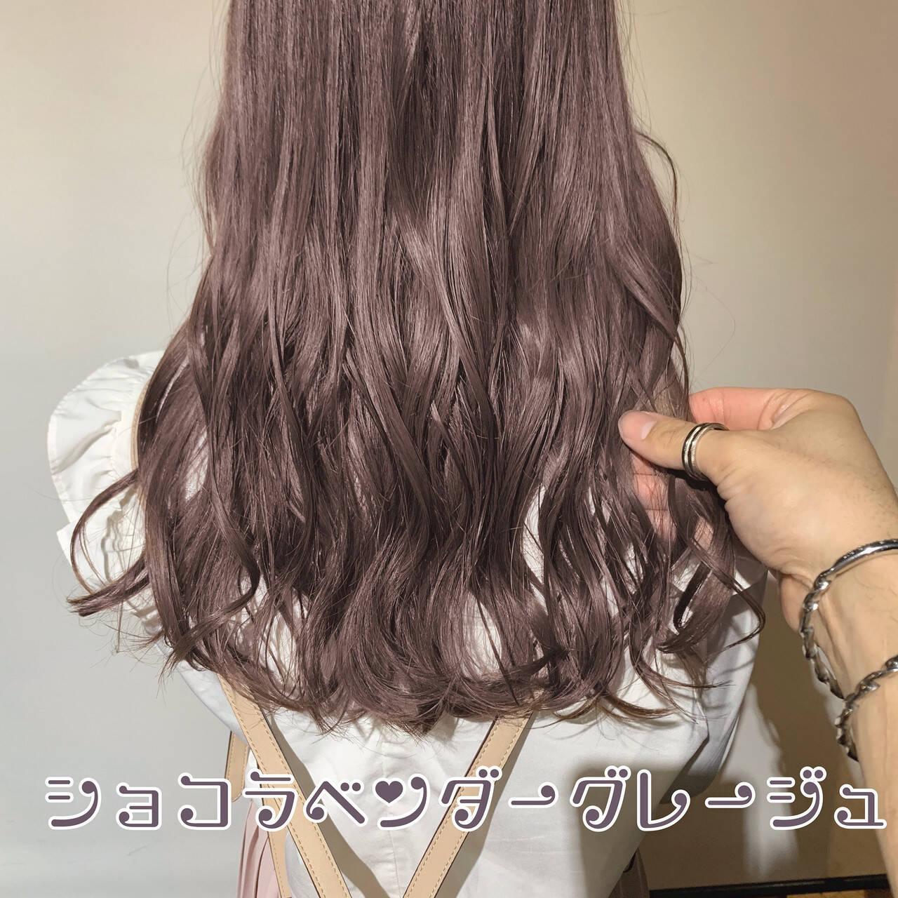 簡単ヘアアレンジ セミロング ミルクティーベージュ フェミニンヘアスタイルや髪型の写真・画像