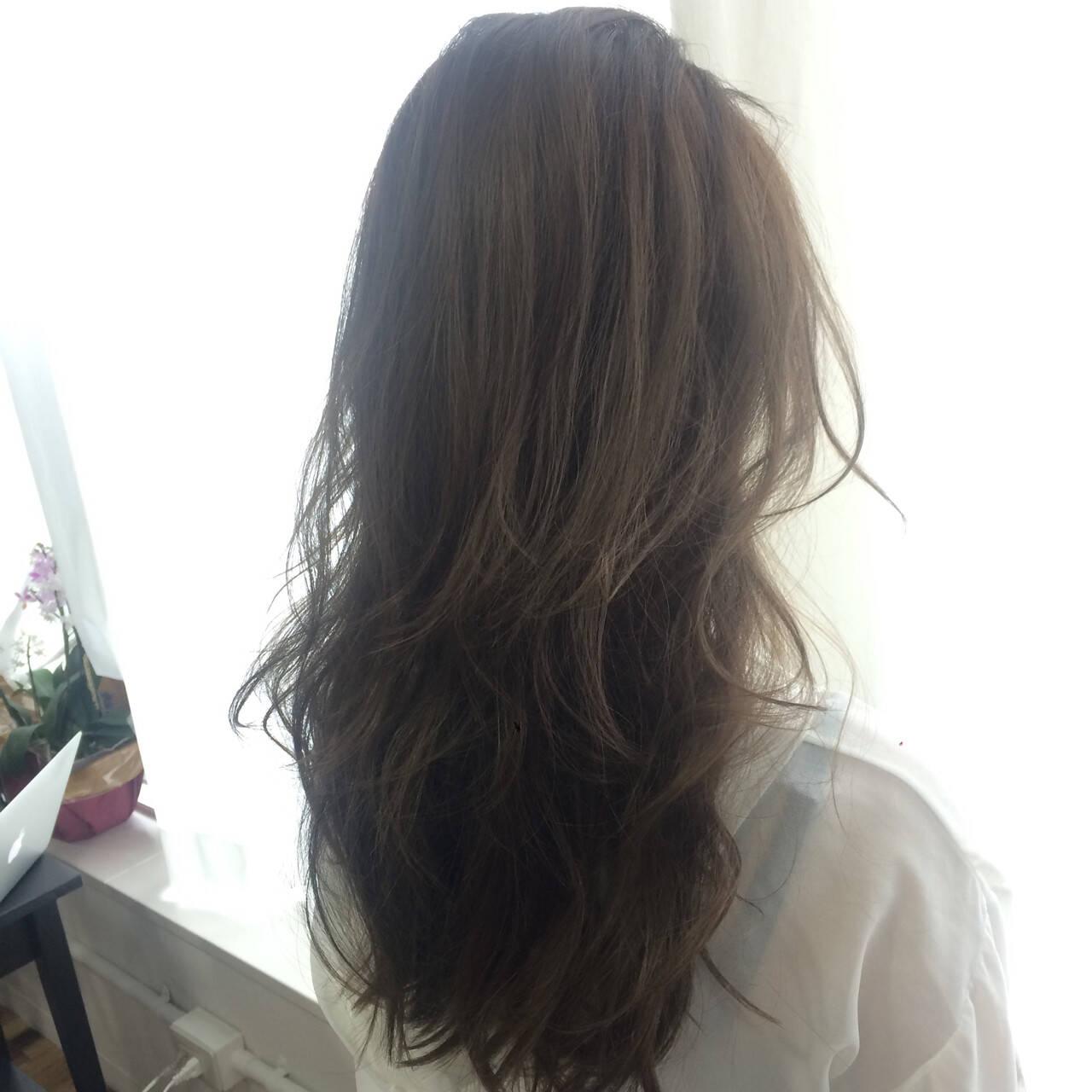 アッシュベージュ アッシュ ナチュラル セミロングヘアスタイルや髪型の写真・画像