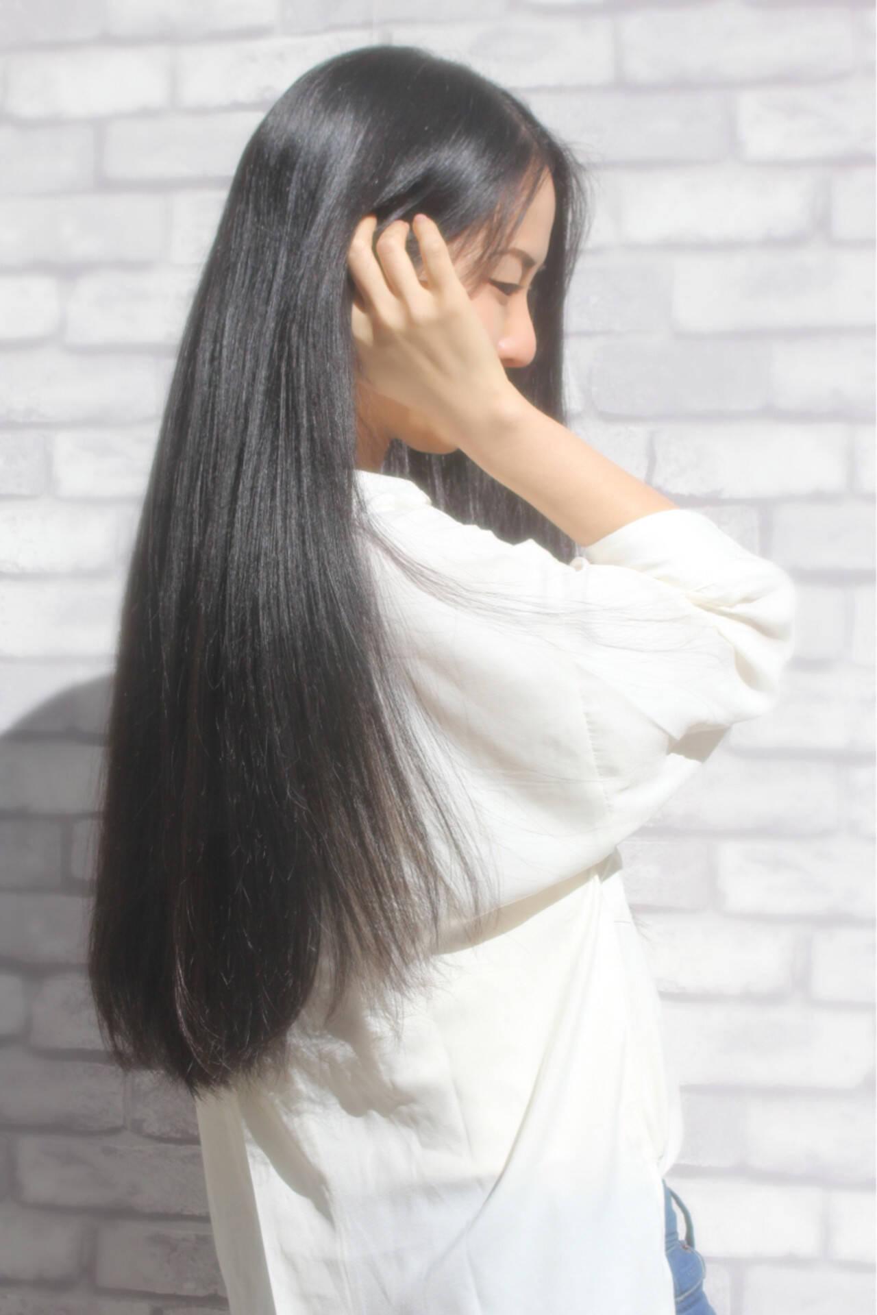 コンサバ ロング アッシュ ストレートヘアスタイルや髪型の写真・画像