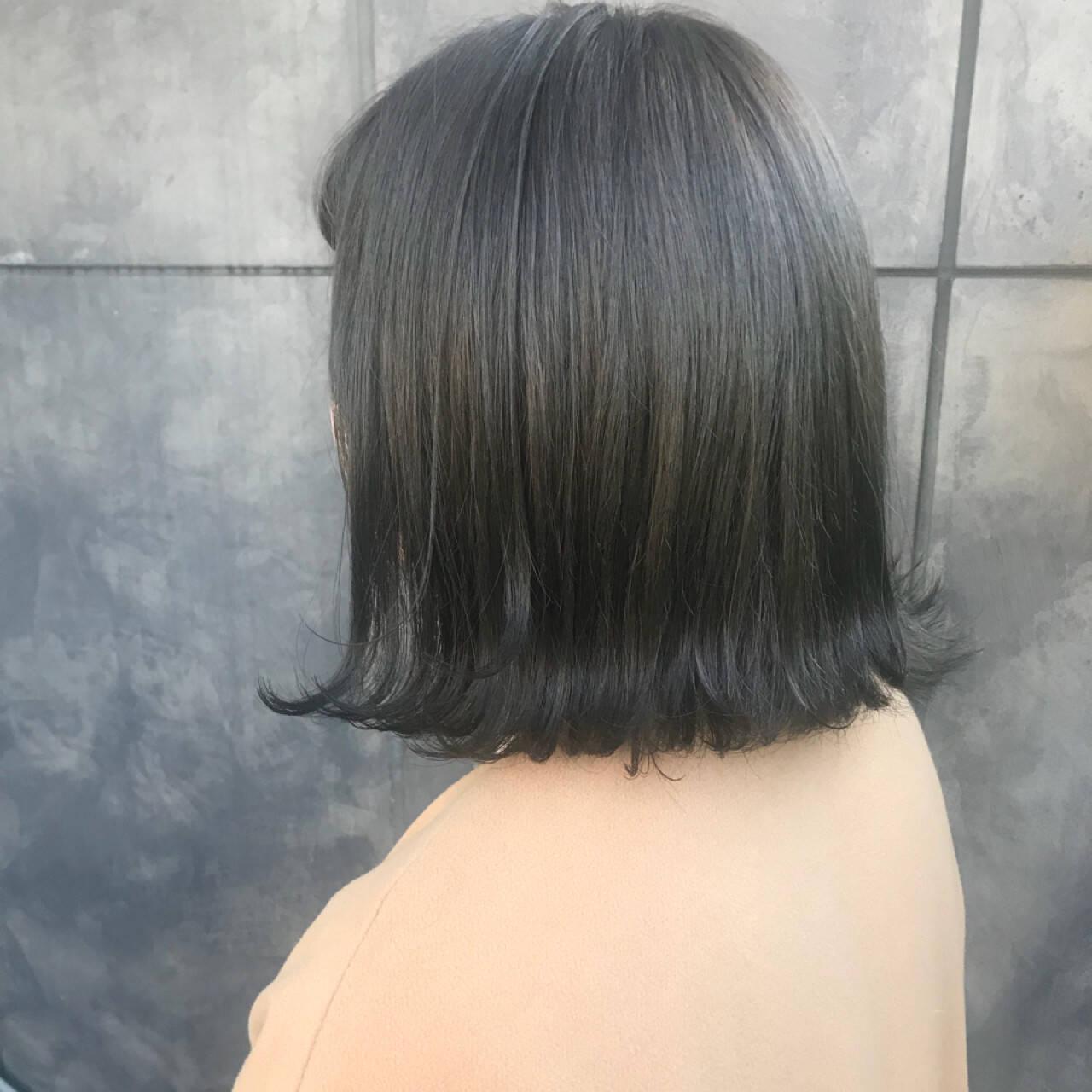 透明感 ブリーチカラー ナチュラル マットグレージュヘアスタイルや髪型の写真・画像
