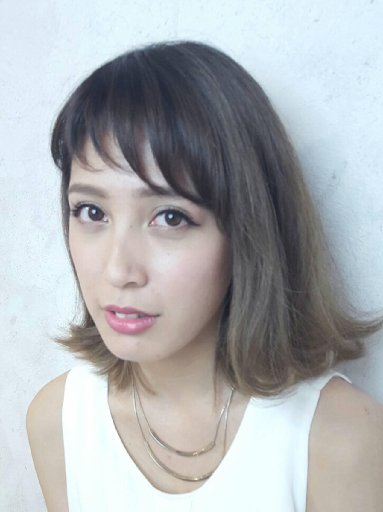 ミディアム 大人かわいい ガーリー シースルーバングヘアスタイルや髪型の写真・画像