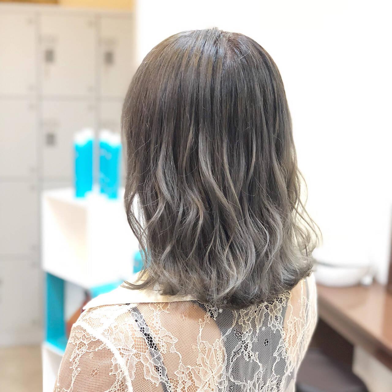外国人風カラー 外国人風 ミディアム グレージュヘアスタイルや髪型の写真・画像