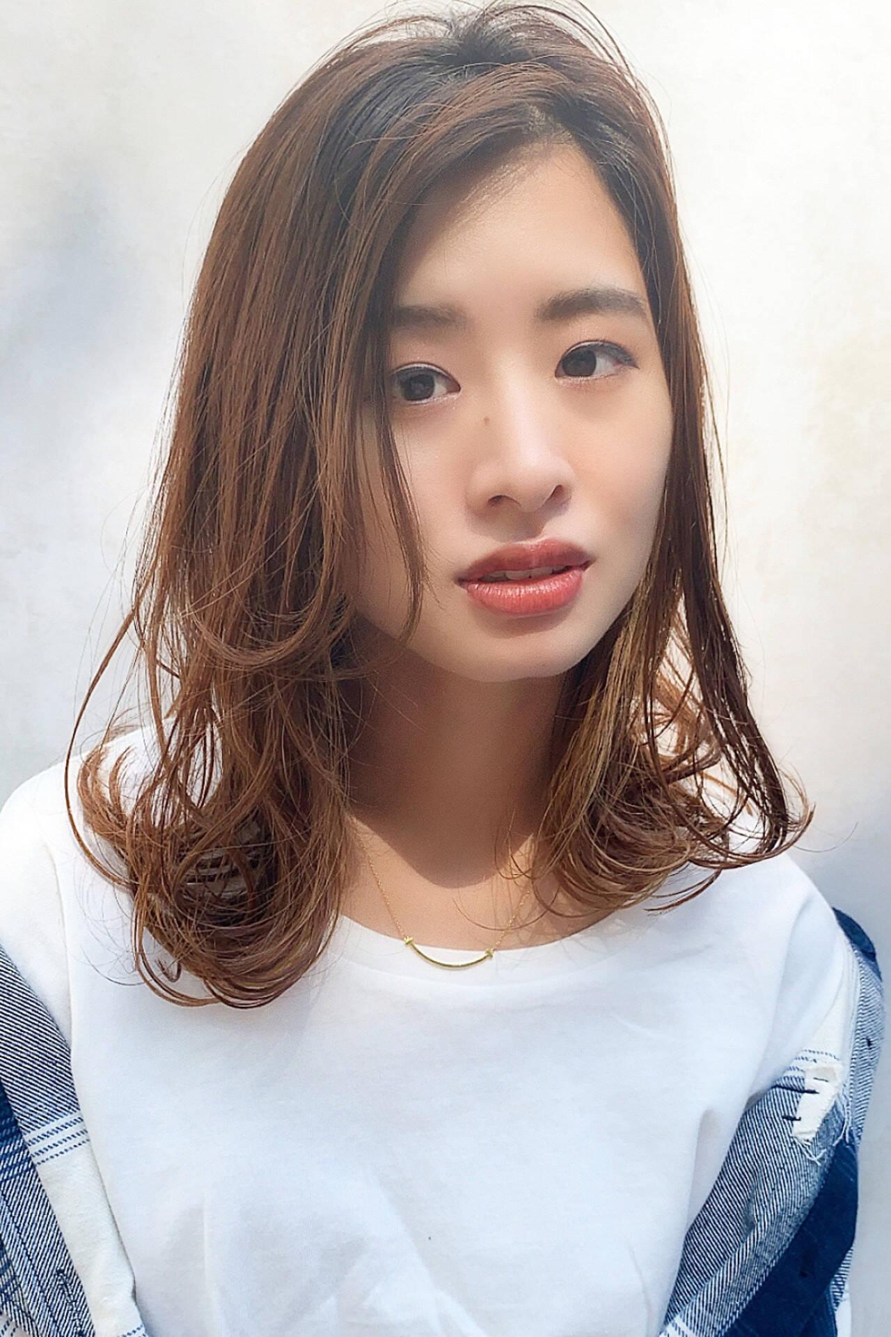 ミルクティーベージュ フェミニン ミディアム ブラウンベージュヘアスタイルや髪型の写真・画像