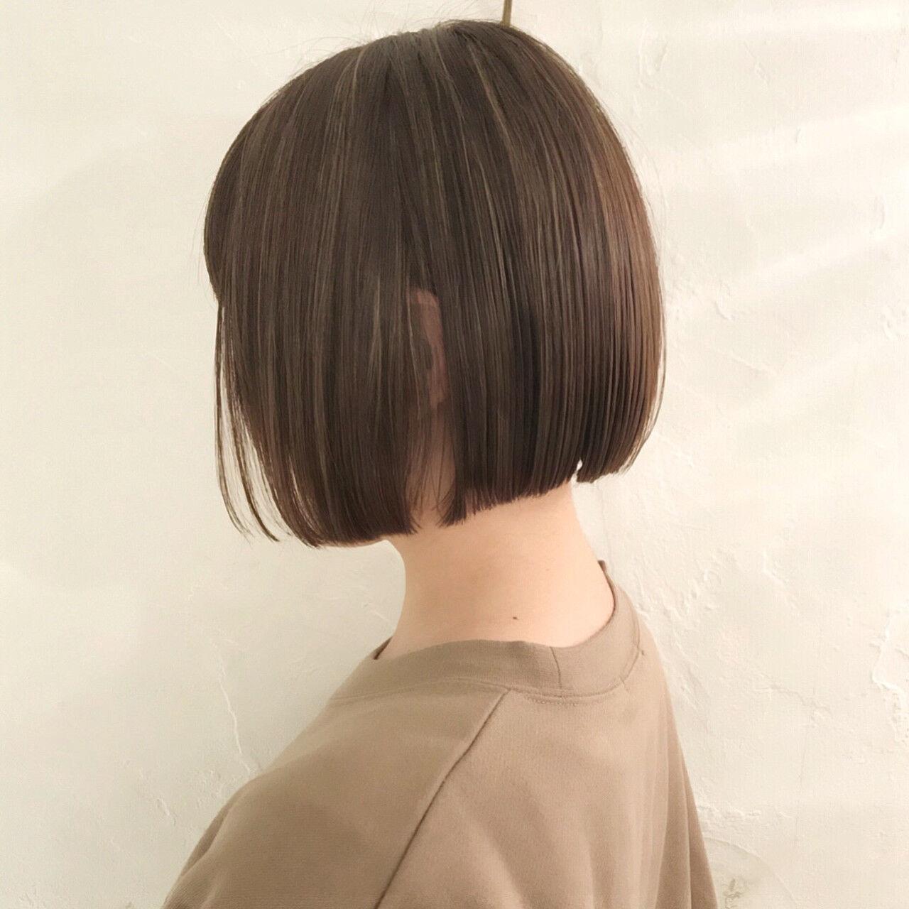 切りっぱなしボブ ショートボブ 前下がりボブ オフィスヘアスタイルや髪型の写真・画像