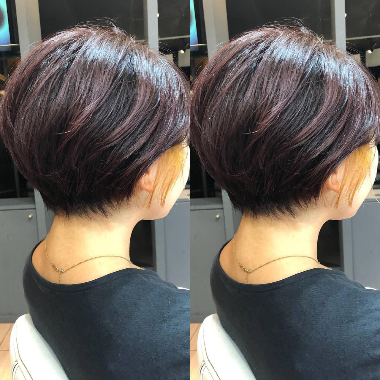 ショートヘア インナーカラー ガーリー 切りっぱなしボブヘアスタイルや髪型の写真・画像