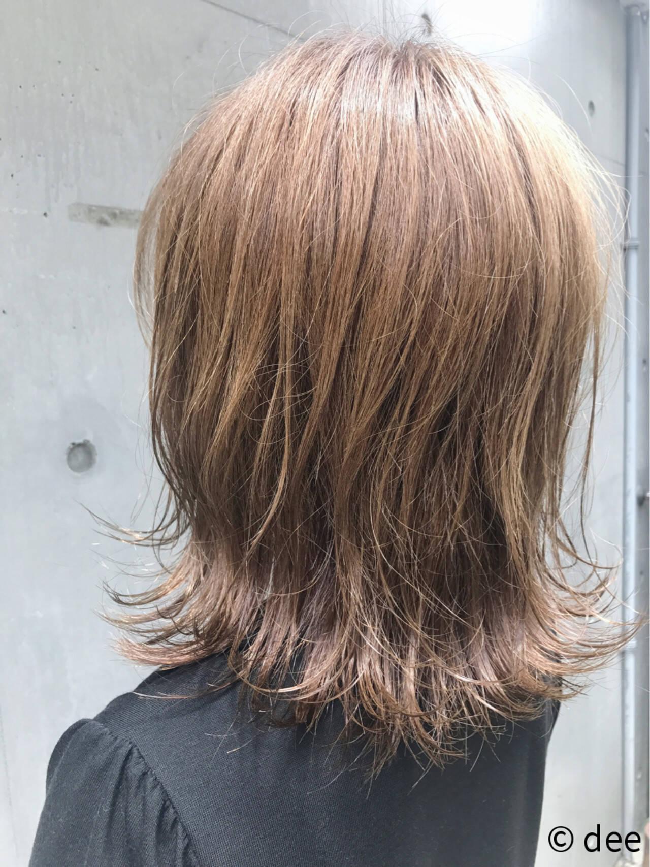 ボブ ベージュ 外ハネ ミルクティーベージュヘアスタイルや髪型の写真・画像