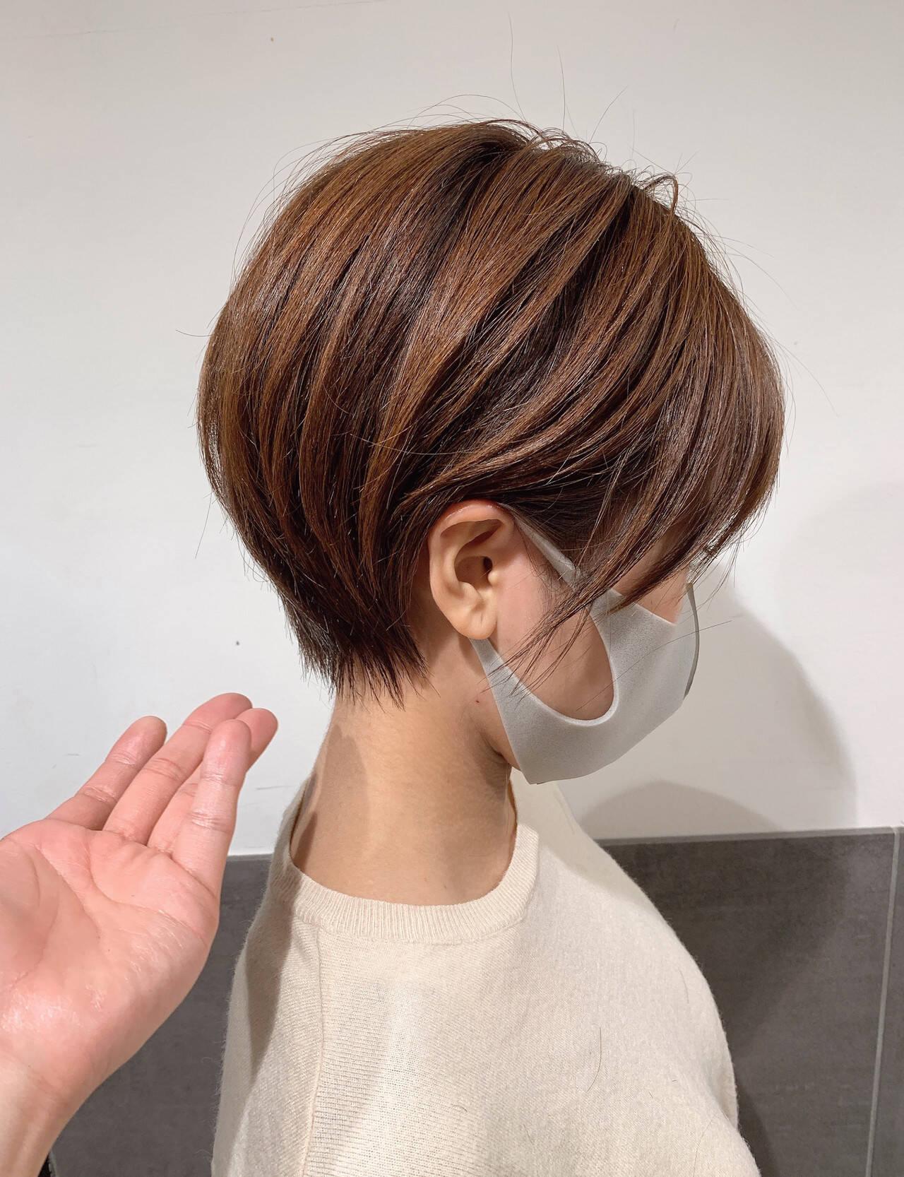 丸みショート フェミニン ショートボブ マッシュショートヘアスタイルや髪型の写真・画像