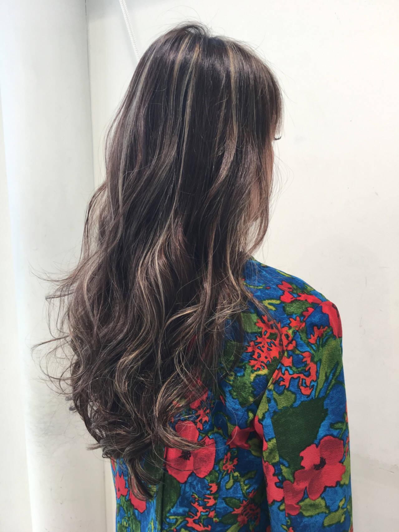 外国人風 エレガント ウェーブ ハイライトヘアスタイルや髪型の写真・画像